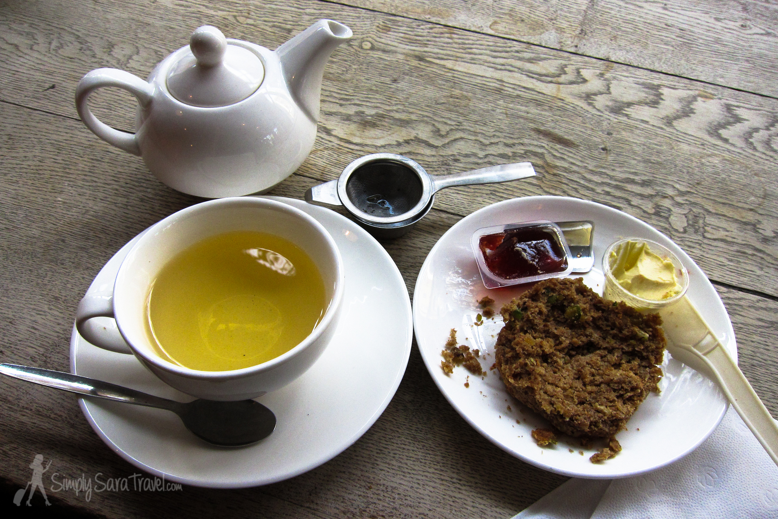 Mango tea and a scone - perfect start to a day in London