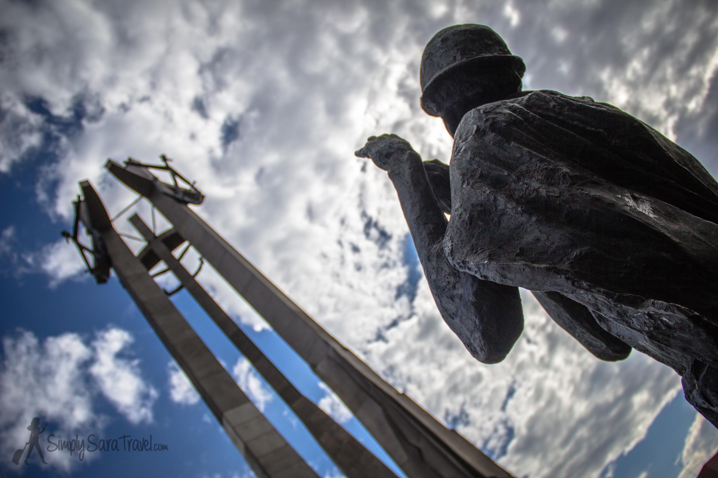 Statue of an unarmed shipyard worker