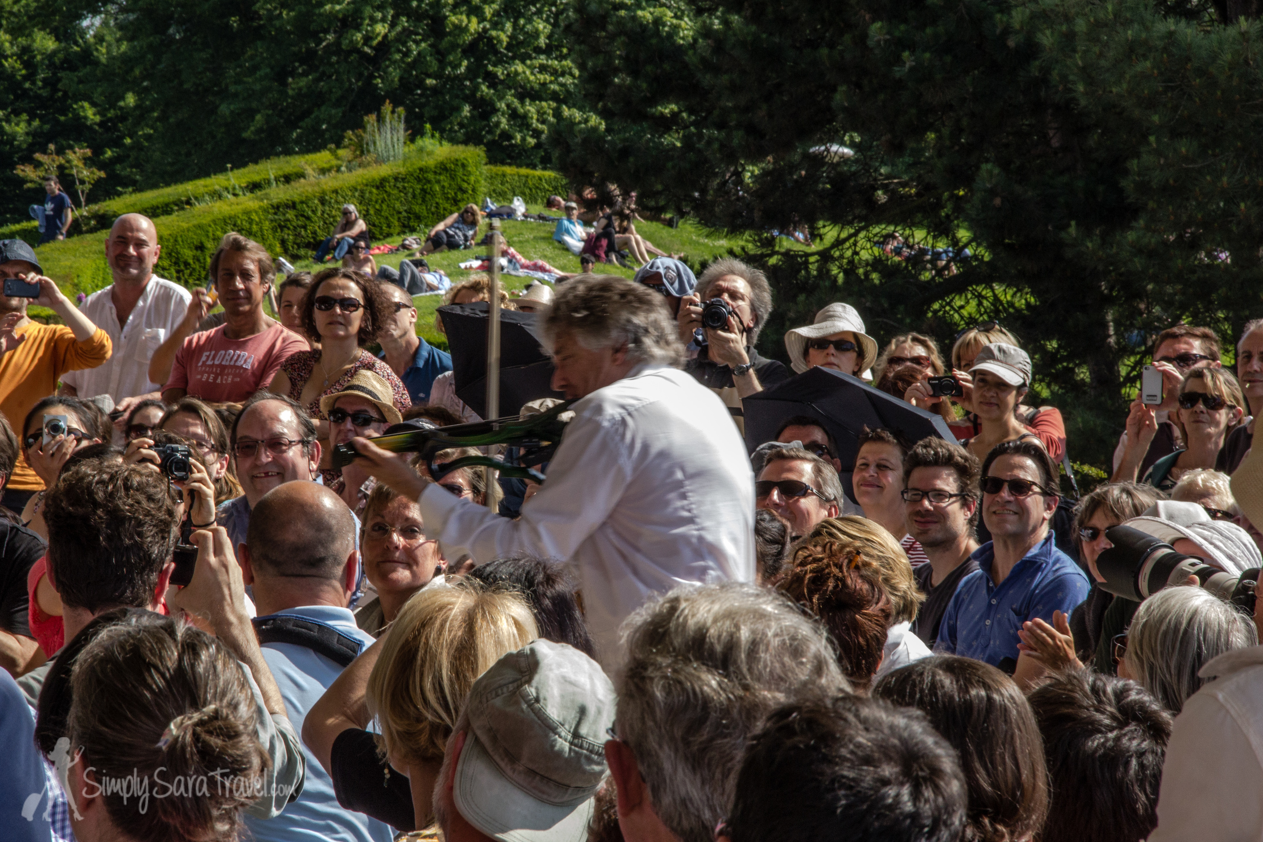 So this is the point when  Didier Lockwood  decided to start running around the crowds  while playing  his violin. As if he didn't stun us enough when he was somewhat stationary on stage.