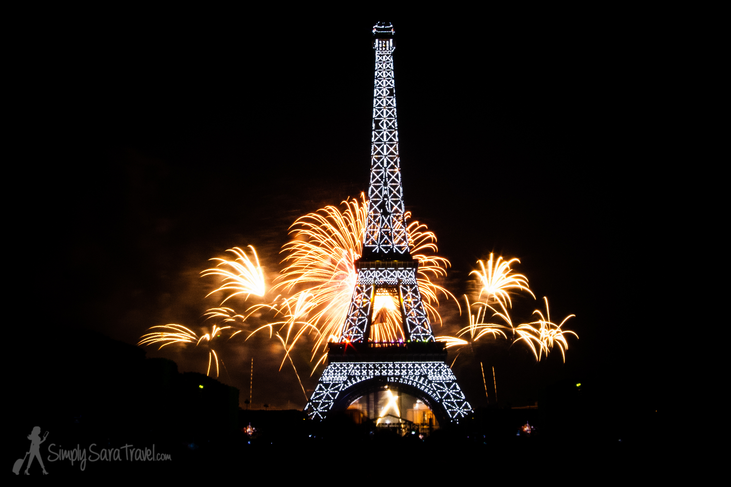 Beautiful Fireworks Display at Eiffel Tower, Bastille Day 2013