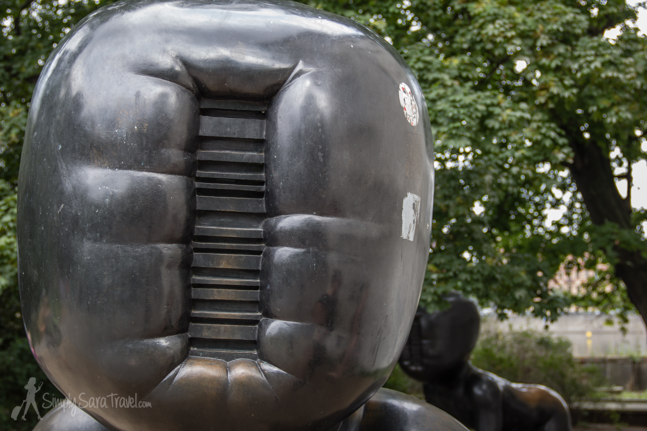 Is it just me or does the head remind you of a boxing glove?
