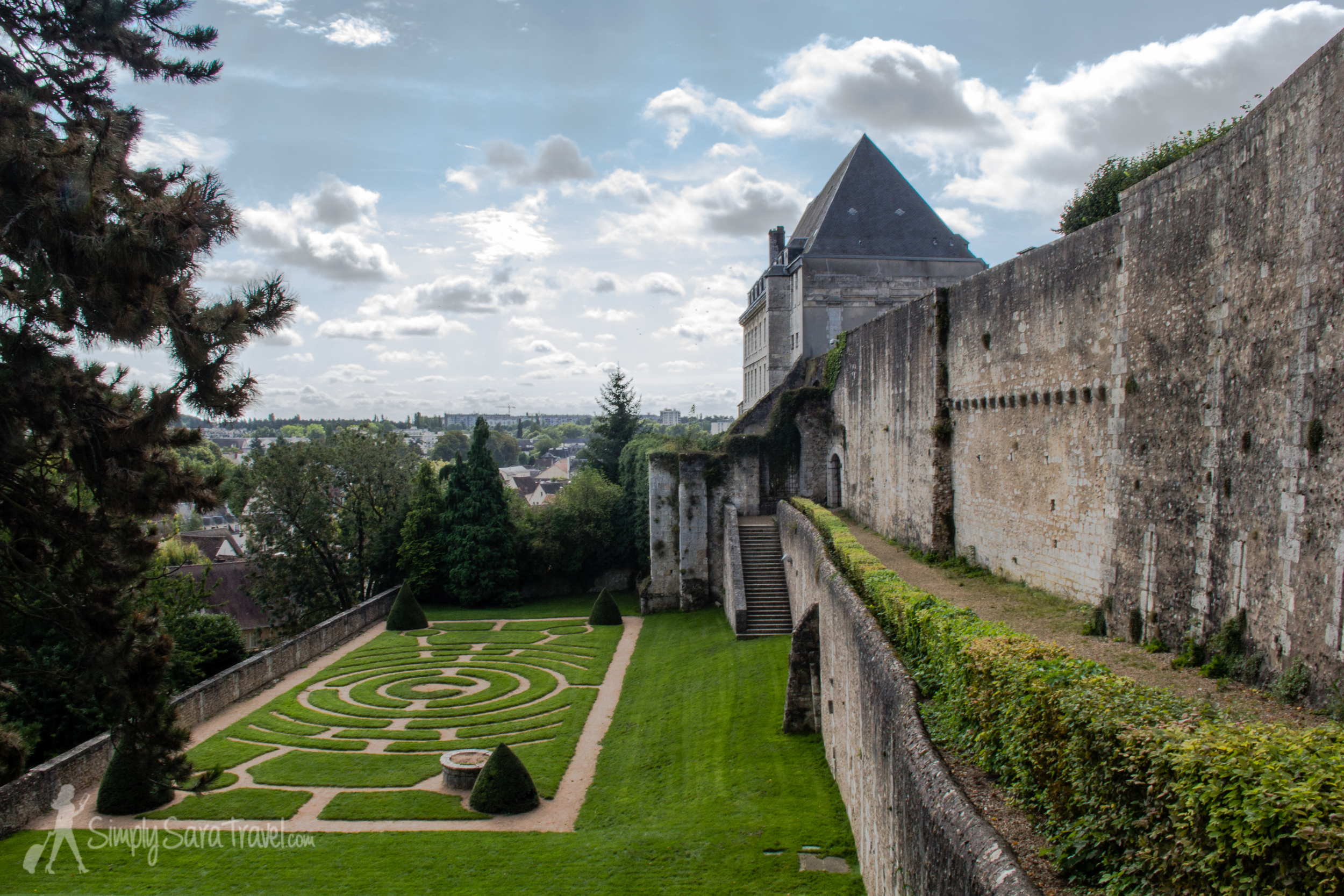 The  terrace  was built in the early 17th century by order of Bishop Léonor d'Estampes. The gardens were created later by his successors.