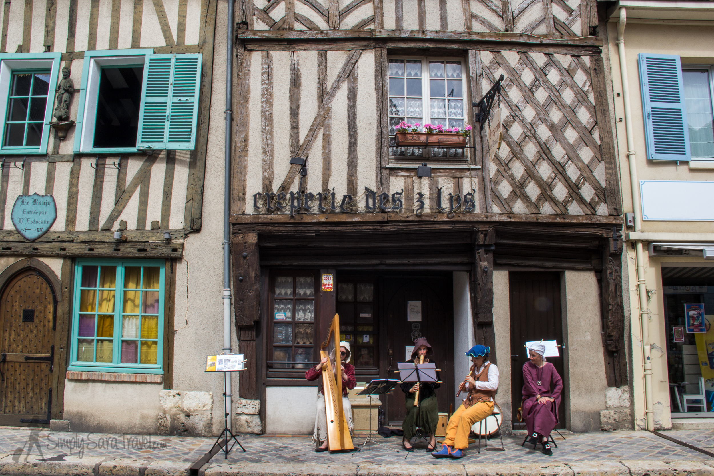 Medieval street musicians, Chartres, France