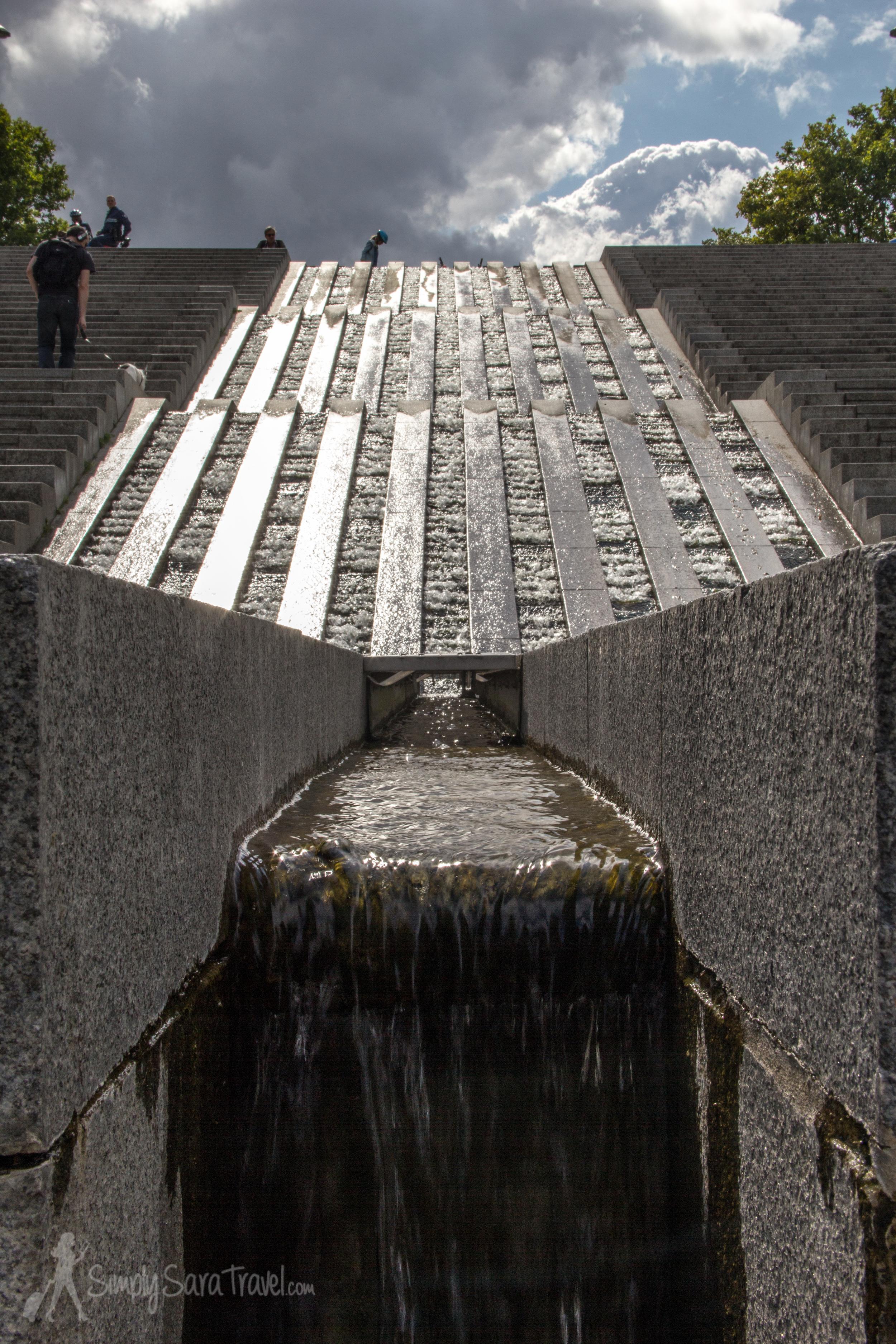Cascading fountain in Parc de Bercy, Paris