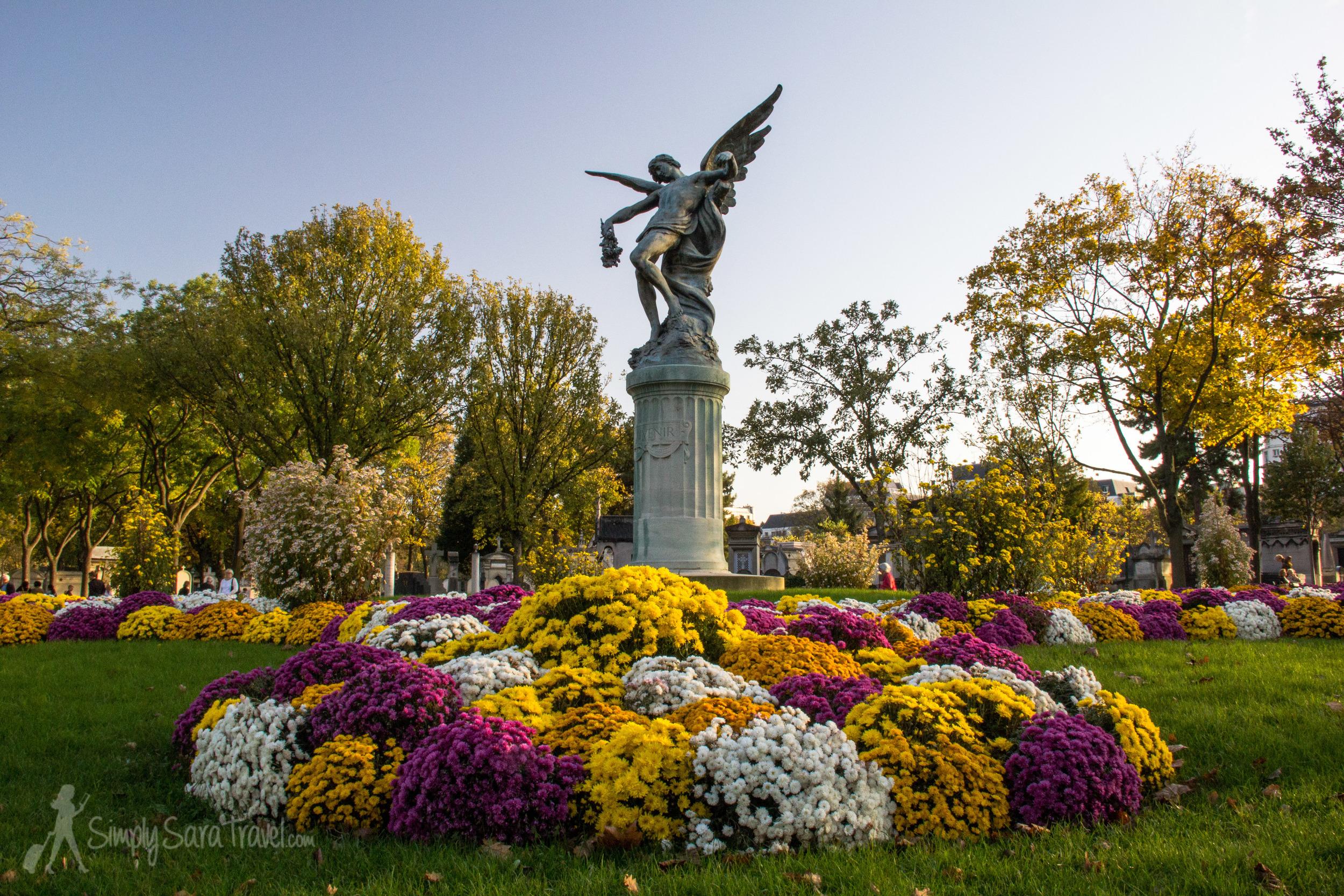 Angel monument at Cimetière du Montparnasse