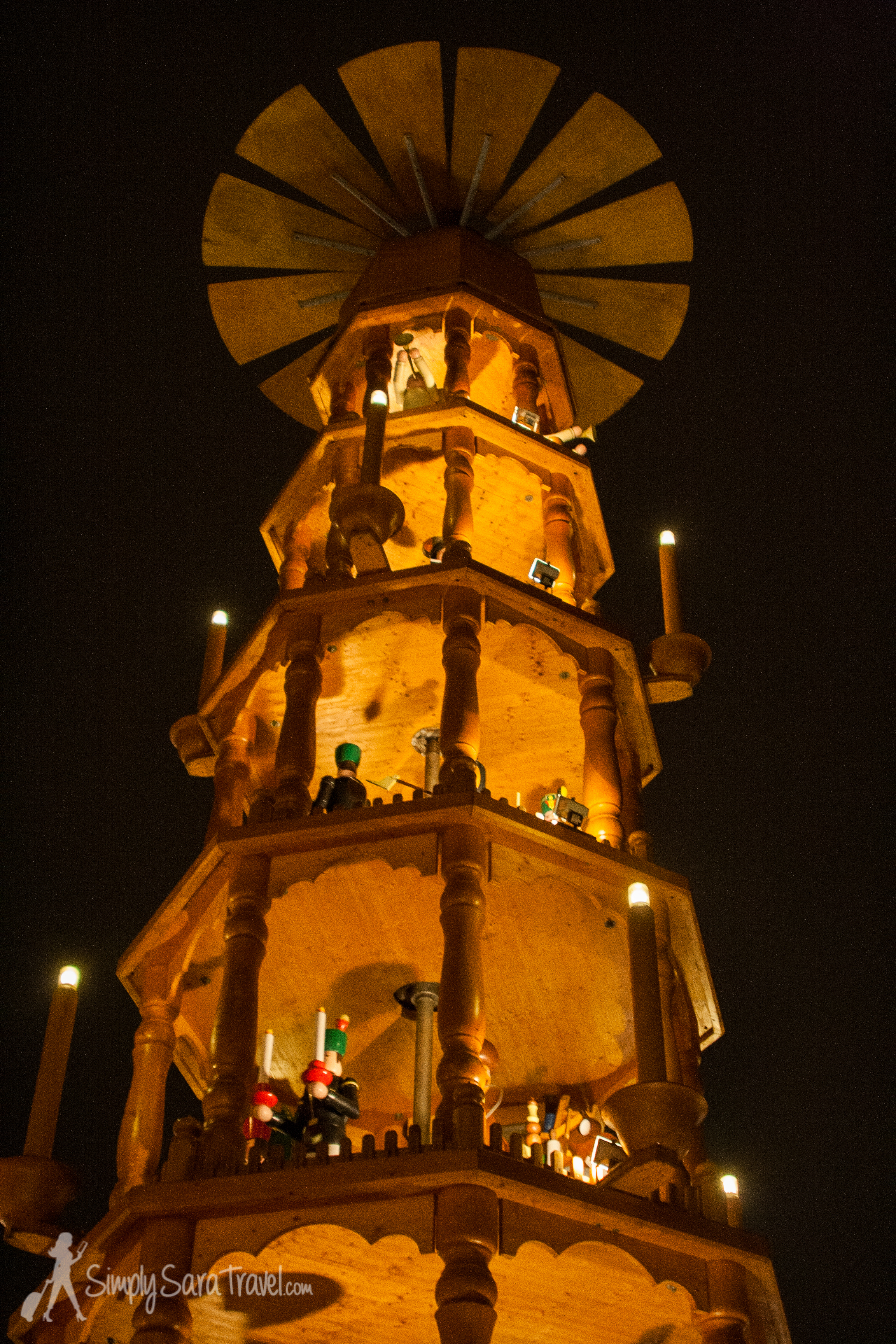 A look at the giant Christmas pyramid in Dresden. Itdepicts the Nativity as well as people from the Ore mountains (where it was made).