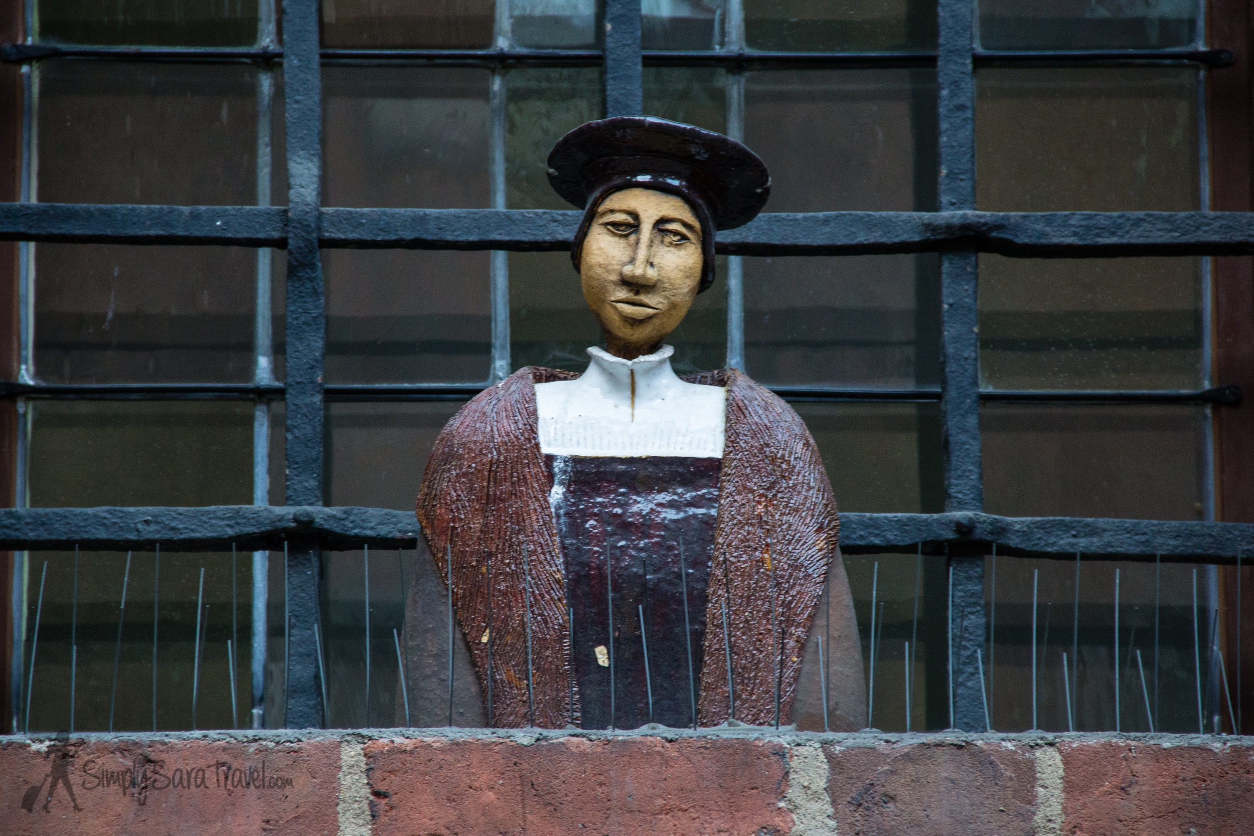 One of the many statues in the courtyard of the building
