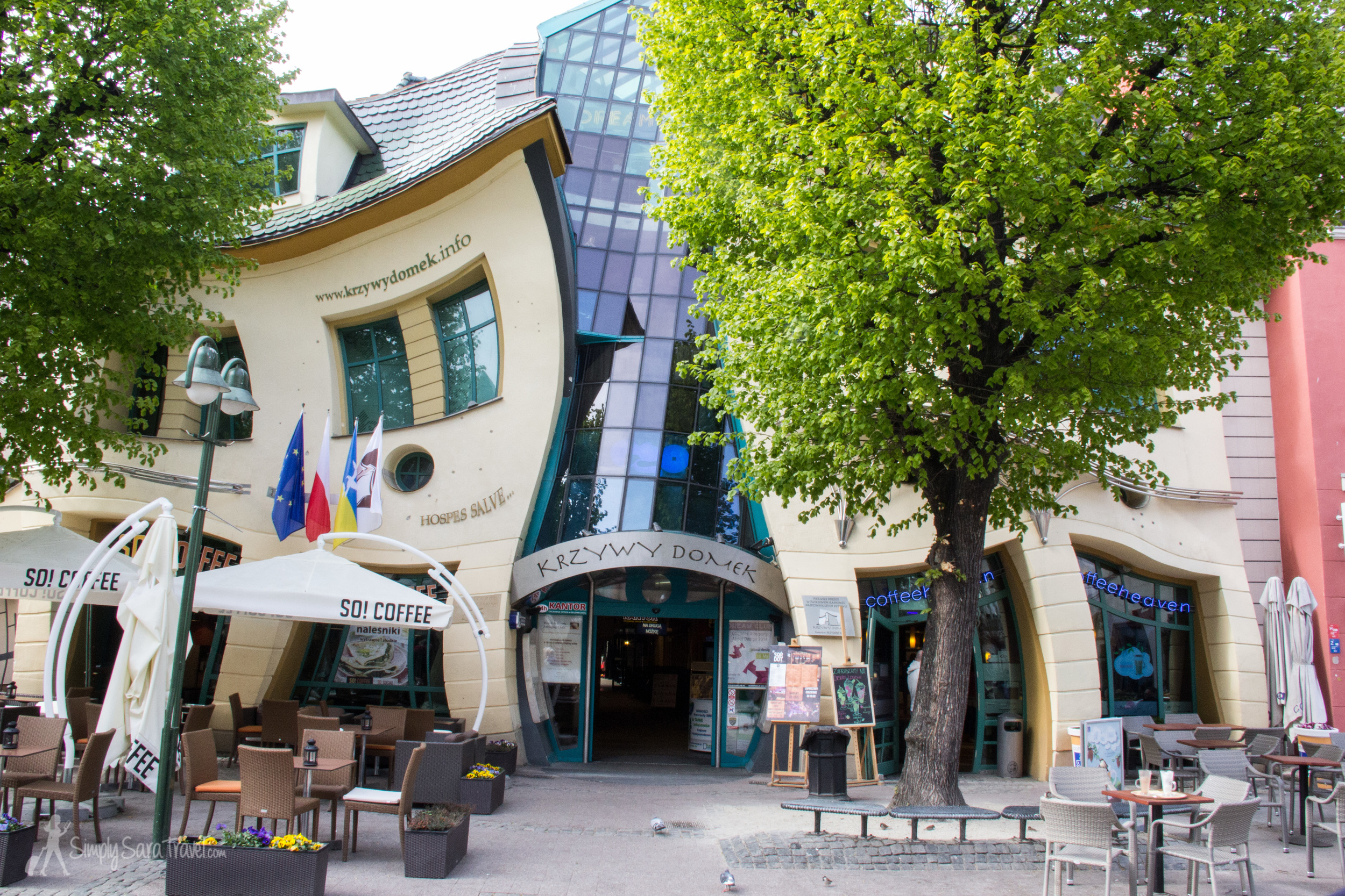 This is Krzywy Domek, the Crooked House, in Sopot. People say that when the house looks normal, it's time to stop drinking! (I imagine this happens more often during the summertime when the town is more alive...)