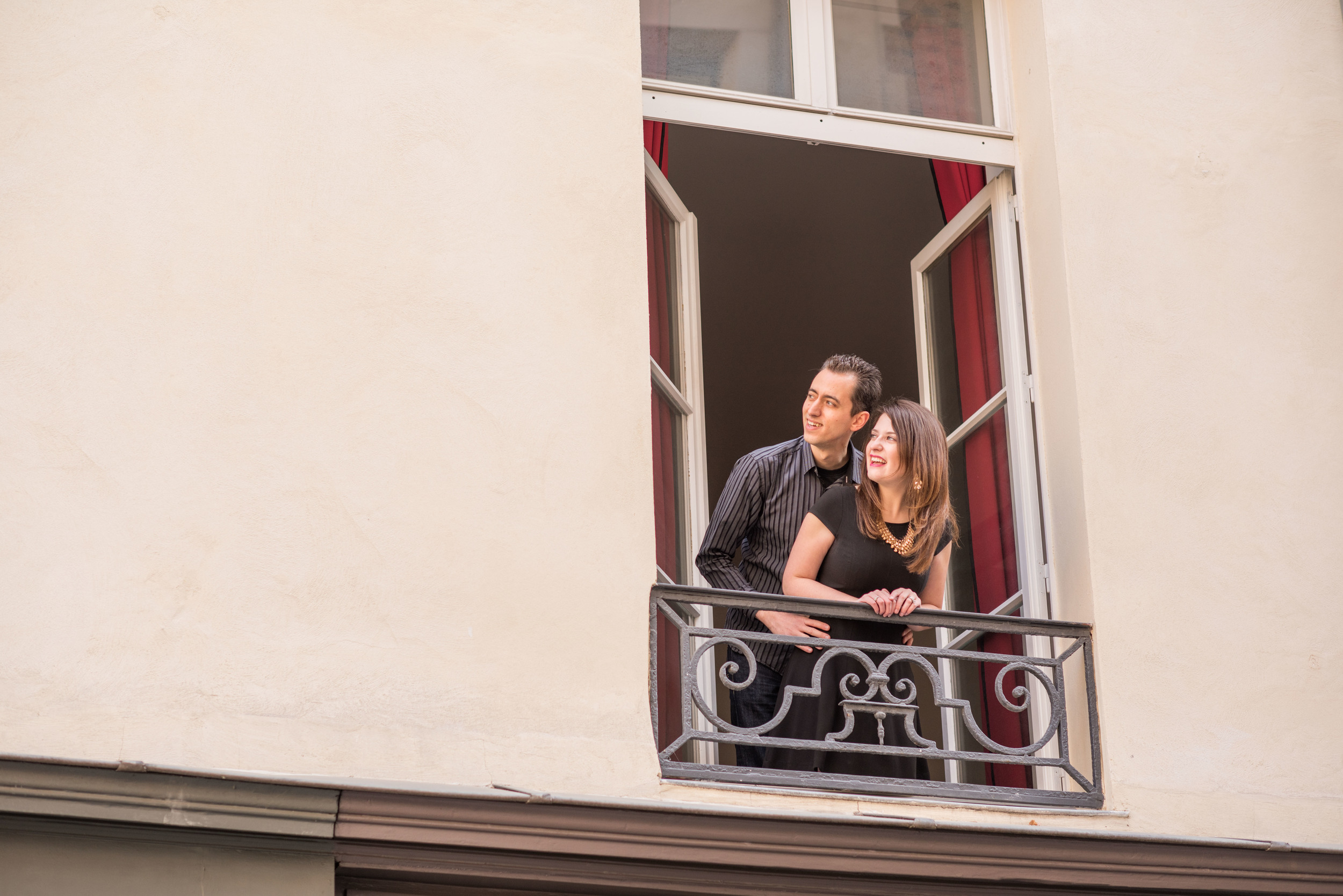 I like to think that this photo of us at our apartment window captures us looking forward with anticipation to the next chapter in the US. Cheesy? Sorry, it is - but it speaks to me of how I tried to live those last weeks in Paris: hopeful for the future, while savoring the present.