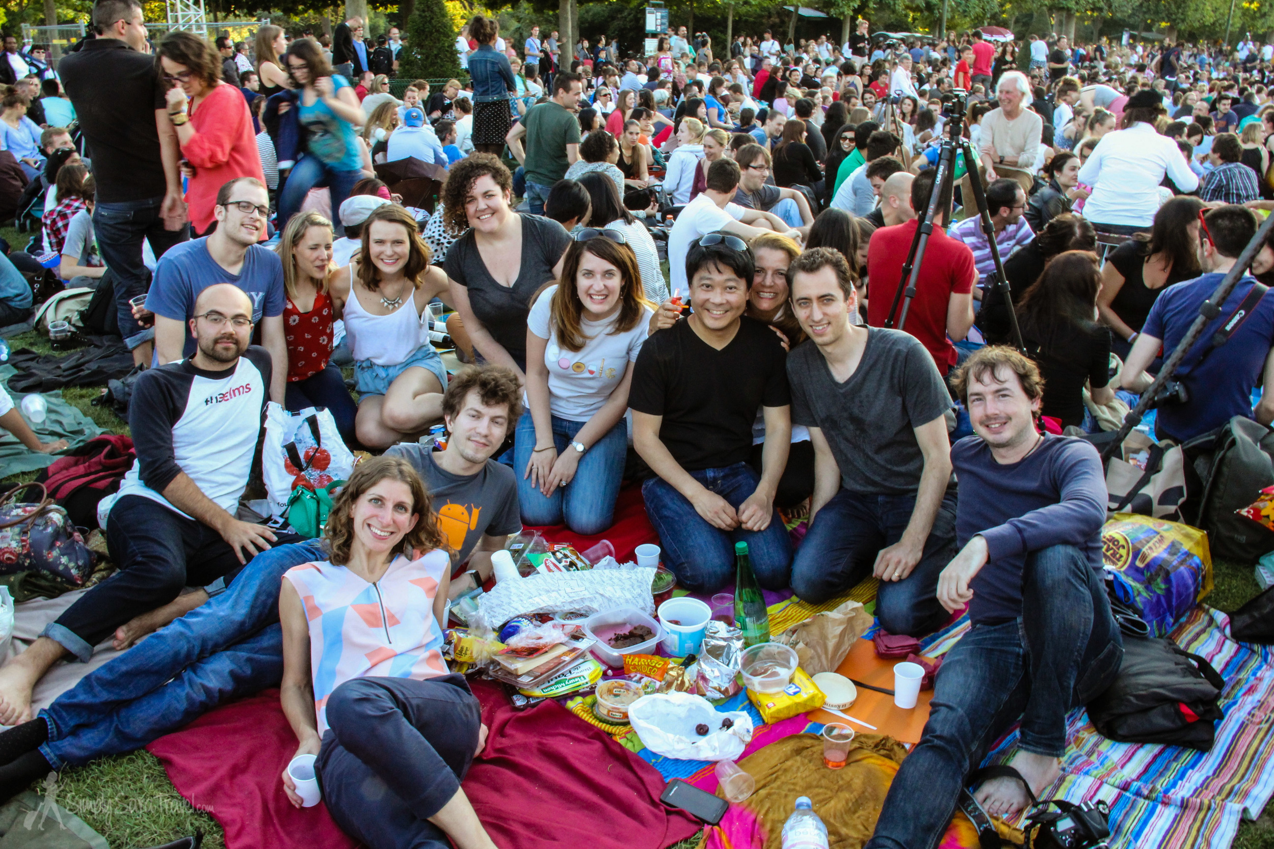 The mother of all Paris picnic -  Bastille Day ! This will forever be one of my favorite picnics, ever!