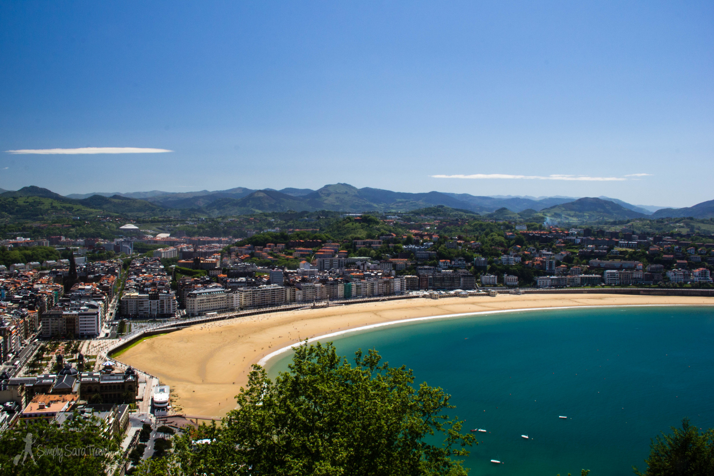 San Sebastián, Spain // Its beach was one we were unprepared for - I'm not sure what we were expected, but it certainly wasn't this, as we did not pack swim suits, towels, nor even sunscreen for the day trip!