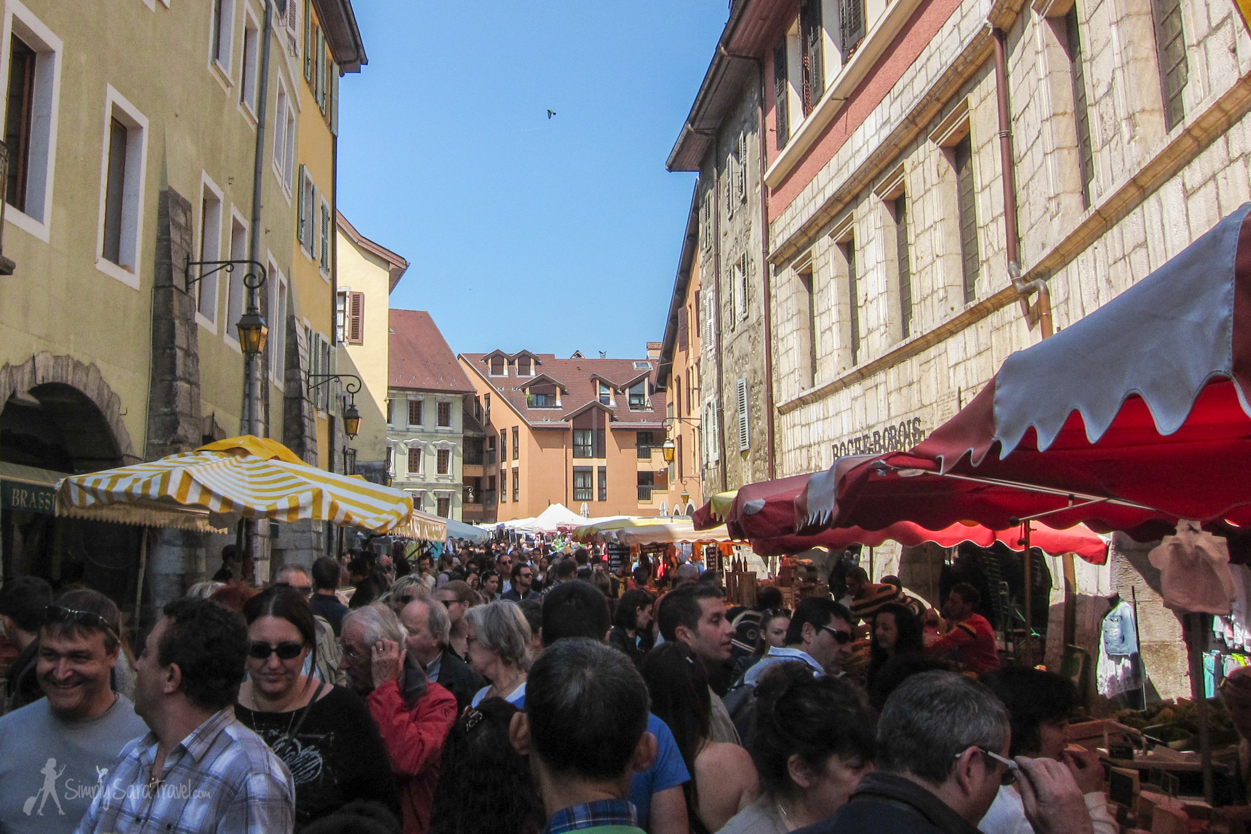 Markets draw in crowds, but factor in one that takes place on the weekend, and in an adorable old town like Annecy, and expect to find the streets looking like this!