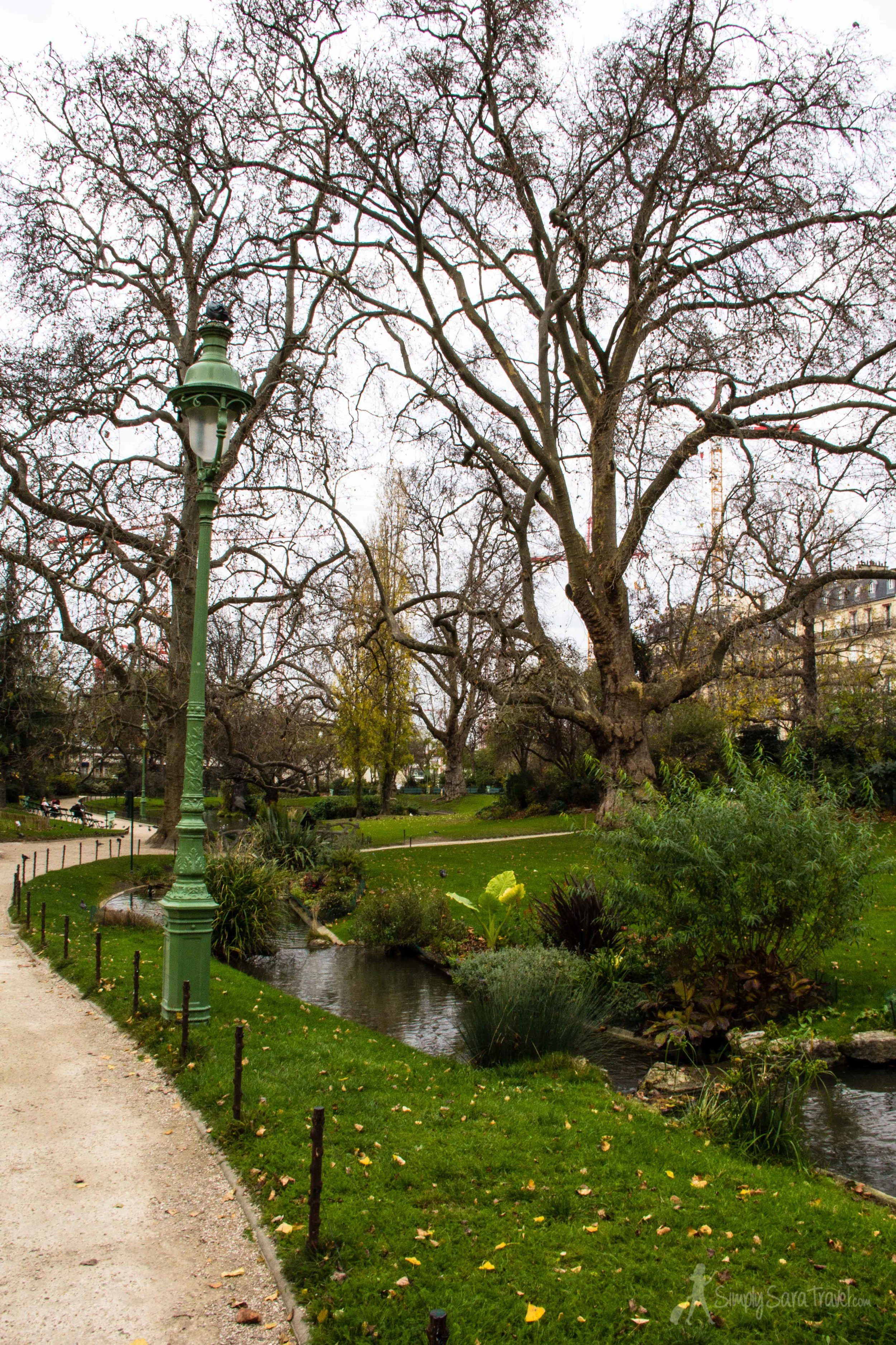 Square des Batignolles is steps away from train tracks leading to the bustling Gare Saint-Lazare, though you'd never realize it once within the park's grounds.