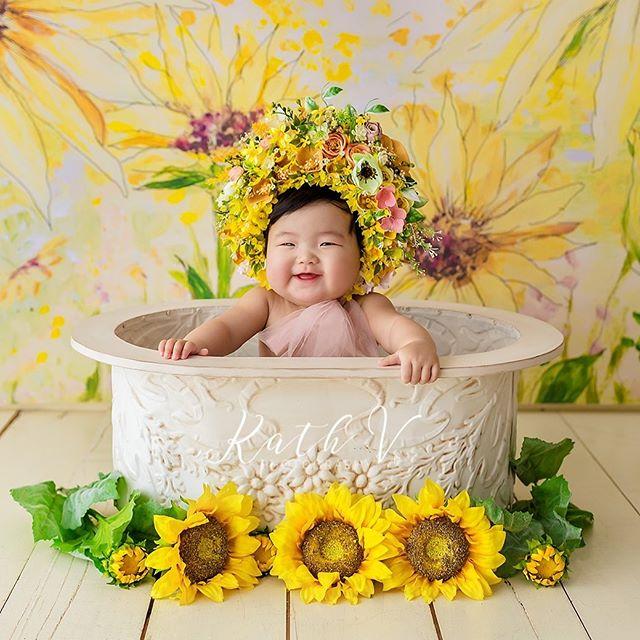 Little ray of sunshine 🌞  Bonnet - @zerafetatolye  www.kathv.com.au kath@kathv.com.au #kathvphotography #newborn #newborns #newbornphotography #melbournenewbornphotographer #melbournenewbornphotography #newbornphotographymelbourne #baby #babies #babyphotography #melbournebabyphotography #melbournebabyphotographer #babyphotographymelbourne #babyphotographermelbourne #sittersessions #kathvsignaturefloralbonnet #floralbonnet #kathvworkshop #teachingvideos #sitters #inspired_by_colour #babiesofinstagram #justbaby #bestnewbornphotographer