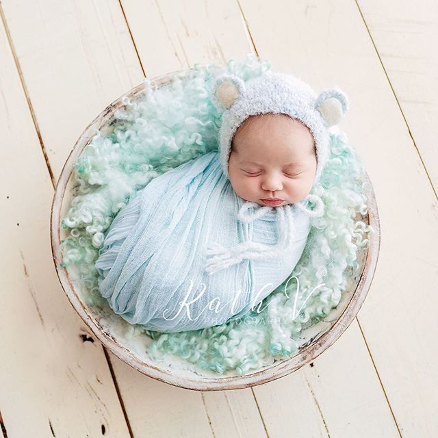So beary cute 🐻  www.kathv.com.au kath@kathv.com.au #kathvphotography #newborn #newborns #newbornphotography #melbournenewbornphotographer #melbournenewbornphotography #newbornphotographymelbourne #baby #babies #babyphotography #melbournebabyphotography #melbournebabyphotographer #babyphotographymelbourne #babyphotographermelbourne #sittersessions #kathvsignaturefloralbonnet #floralbonnet  #teachingvideos #sitters #inspired_by_colour #babiesofinstagram #justbaby #bestnewbornphotographer #babybear #bear #cute
