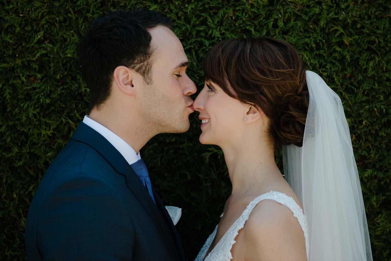 Kuss auf die Nase Portrait Hochzeit Rostocker Fotograf in Augsburg