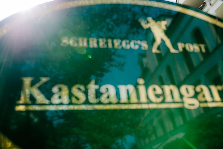 Schild Kastaniengarten Schreieggs Post Detail Hochzeit Rostocker Fotograf in Augsburg