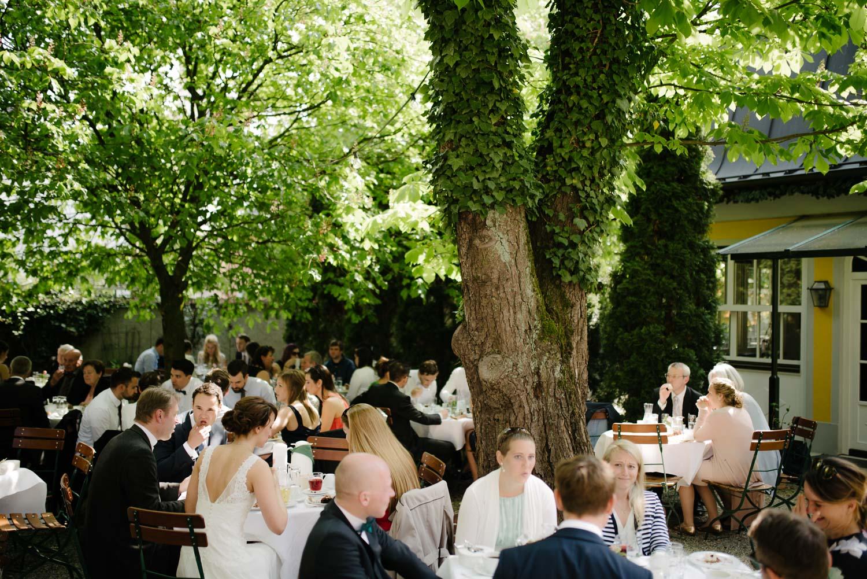 Übersicht Biergarten Schreieggs Post Kaffee Kuchen Hochzeit Rostocker Fotograf in Augsburg
