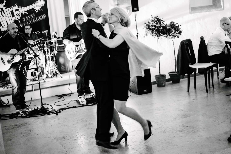 älteres Paar beim klassischen Tanz Hochzeit Rostocker Fotograf in Augsburg