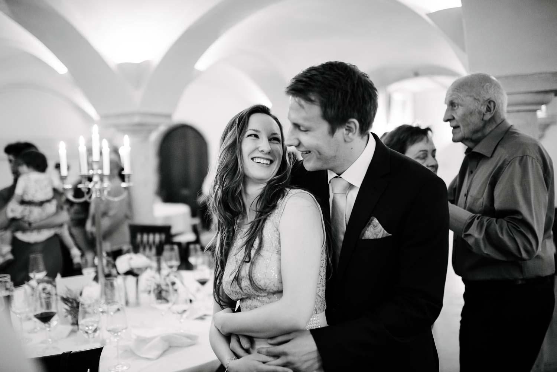 lachende fröhliche Hochzeitsgäste Hochzeit Rostocker Fotograf in Augsburg