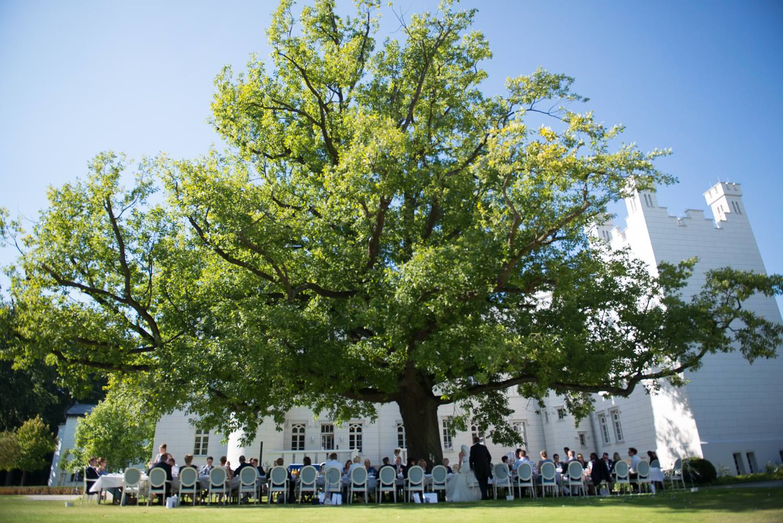 Tafel unter Baum Hochzeit Wedding Grand Hotel Heiligendamm