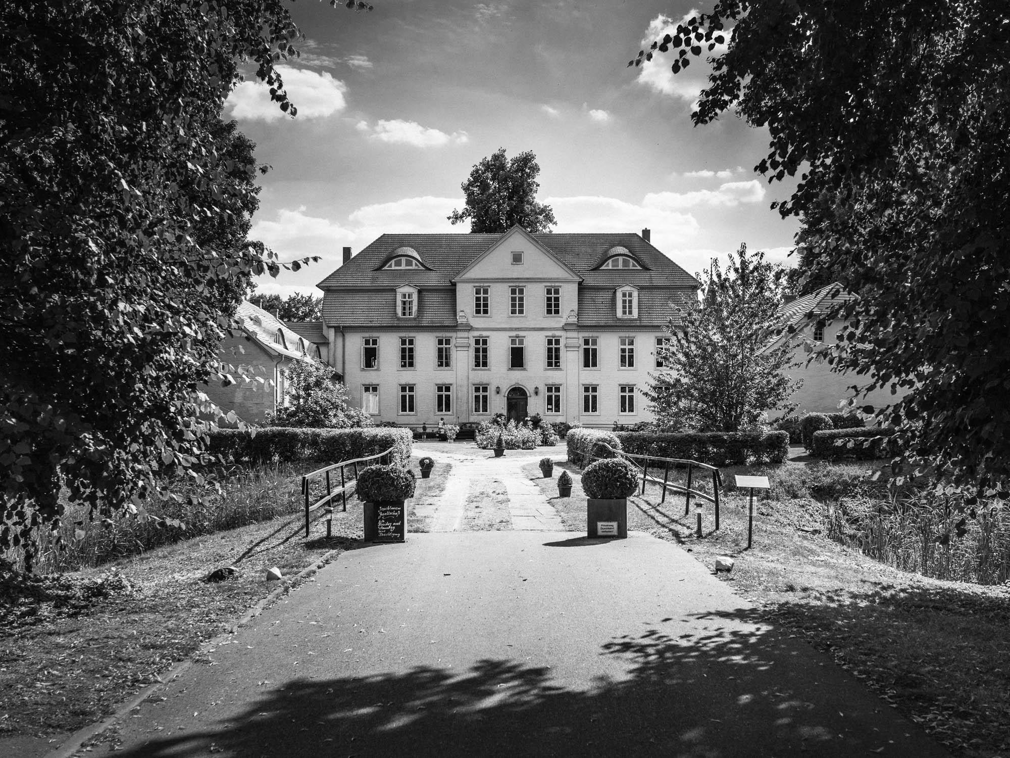0002-Hochzeitsfotograf-Schloss-Lühburg.jpg