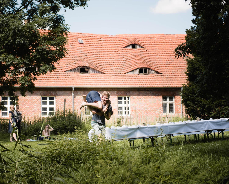 00047-alternative-landhochzeit-kulturgut-wrechen-mecklenburg-hochzeitsfotograf-rostock.jpg