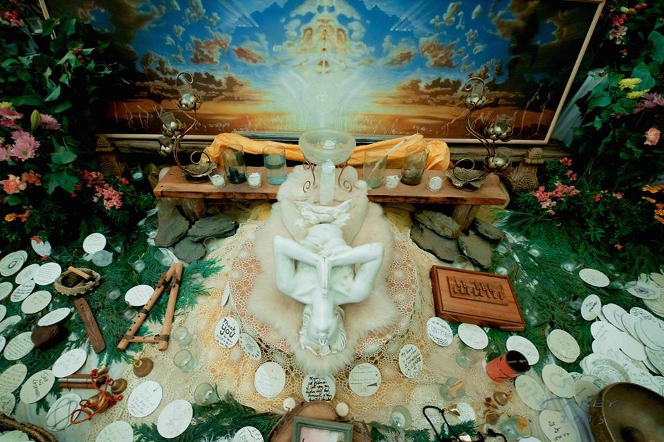 altars every where Jim Carey.jpg
