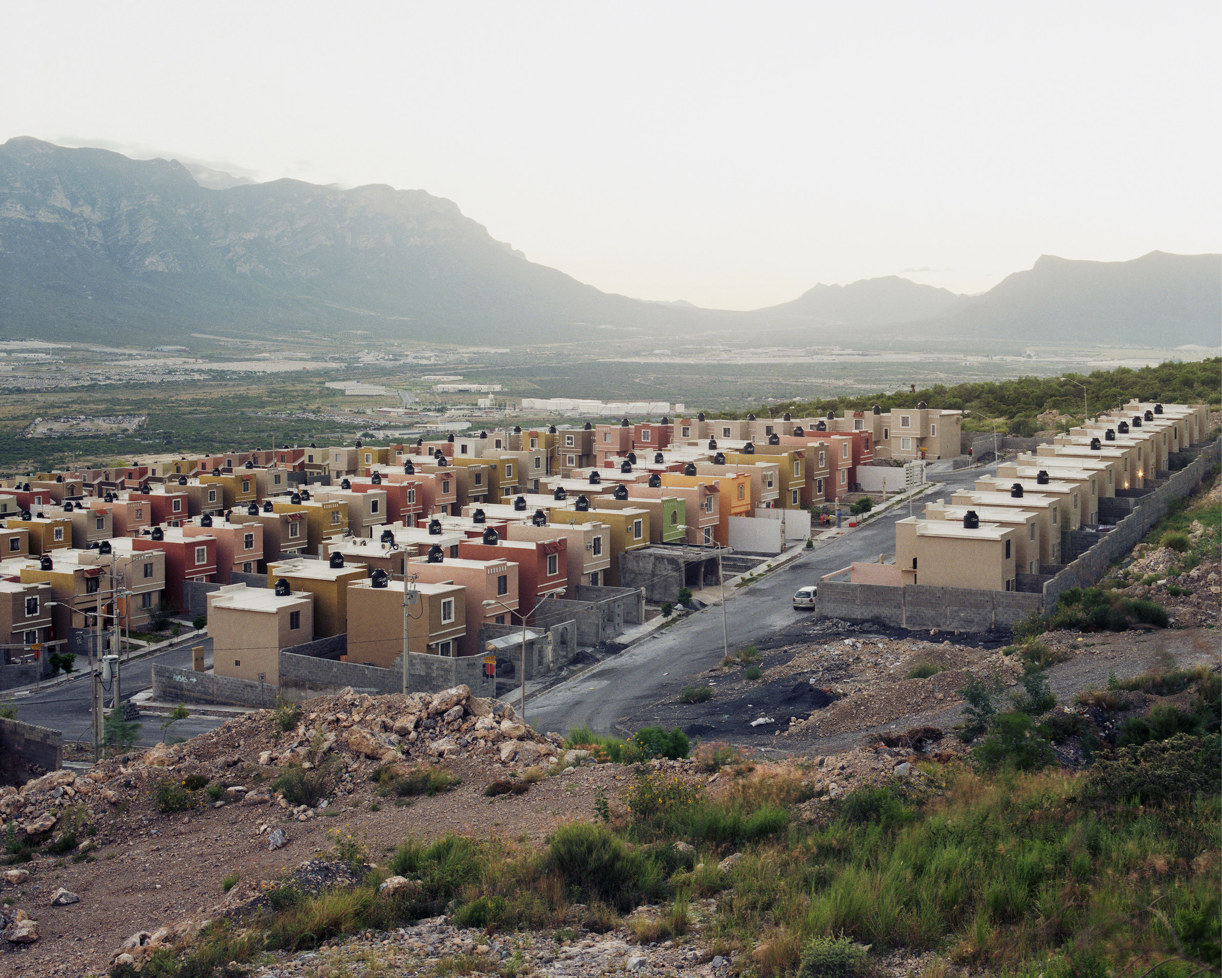 suburbia-mexicana-fragmented-cities-alejandro-cartagena-28.jpg