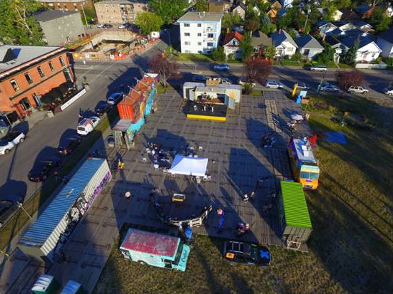 Bird's eye view of containR, seen with Food Trucks