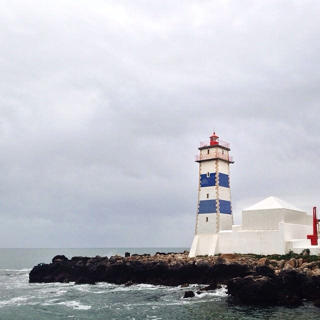 The_Cascais_lighthouse_by_herbertschroer.jpg