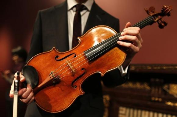 Violist David Aaron Carpenter holds the 'Macdonald' Viola by Antonio Stradivari, made in 1719, during a presentation at Sotheby's auction house in Paris April 15, 2014. Credit: Reuters/Charles Platiau