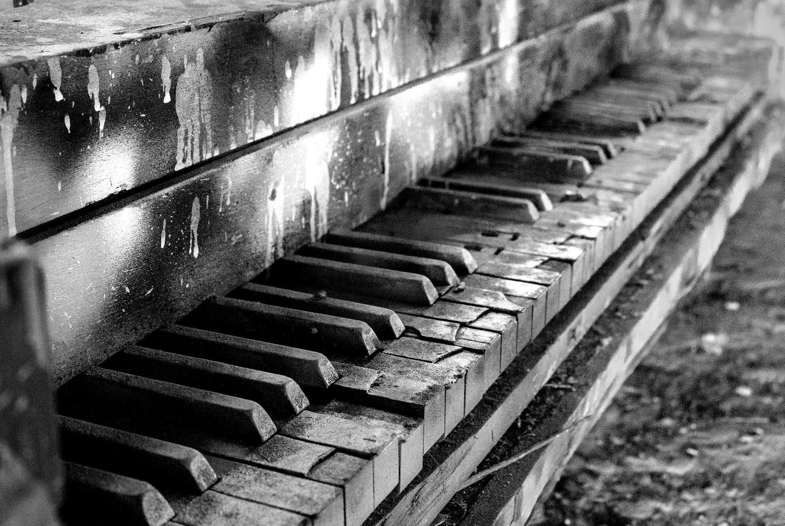 PianoDecay(BlackandWhite)WEBSITE.jpg