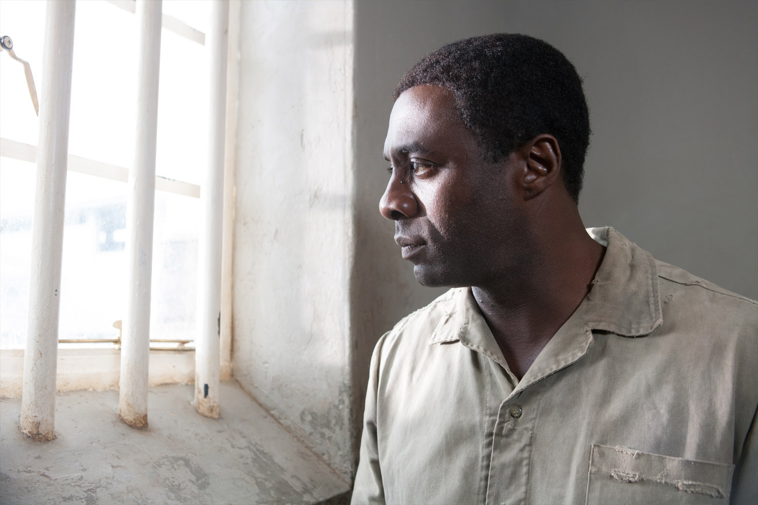 I dris Elba plays the father of South African freedom, with Naomie Harris as his impassioned wife in Justin Chadwick's epic biographical portrait.