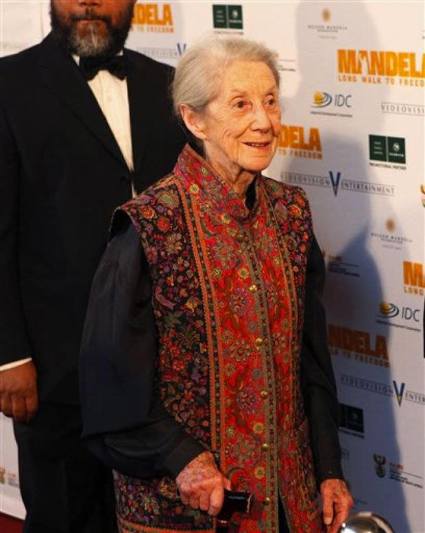 "In this photo taken Sunday, Nov. 3, 2013, Nobel Priize winning author Nadine Gordimer, arrives for the South African premier of the movie ""Mandela - Long Walk To Freedom"" in Johannesburg.  / AP Photo-Denis Farrell (p)"
