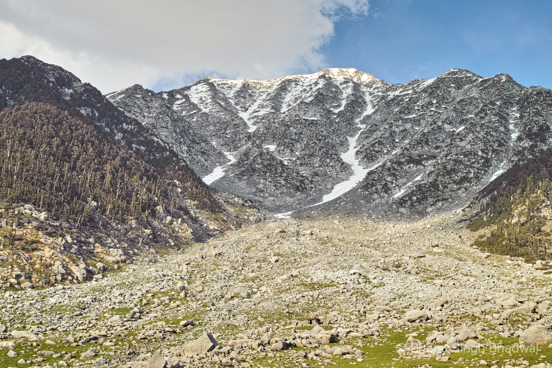 Minkiani pass from Kareri lake