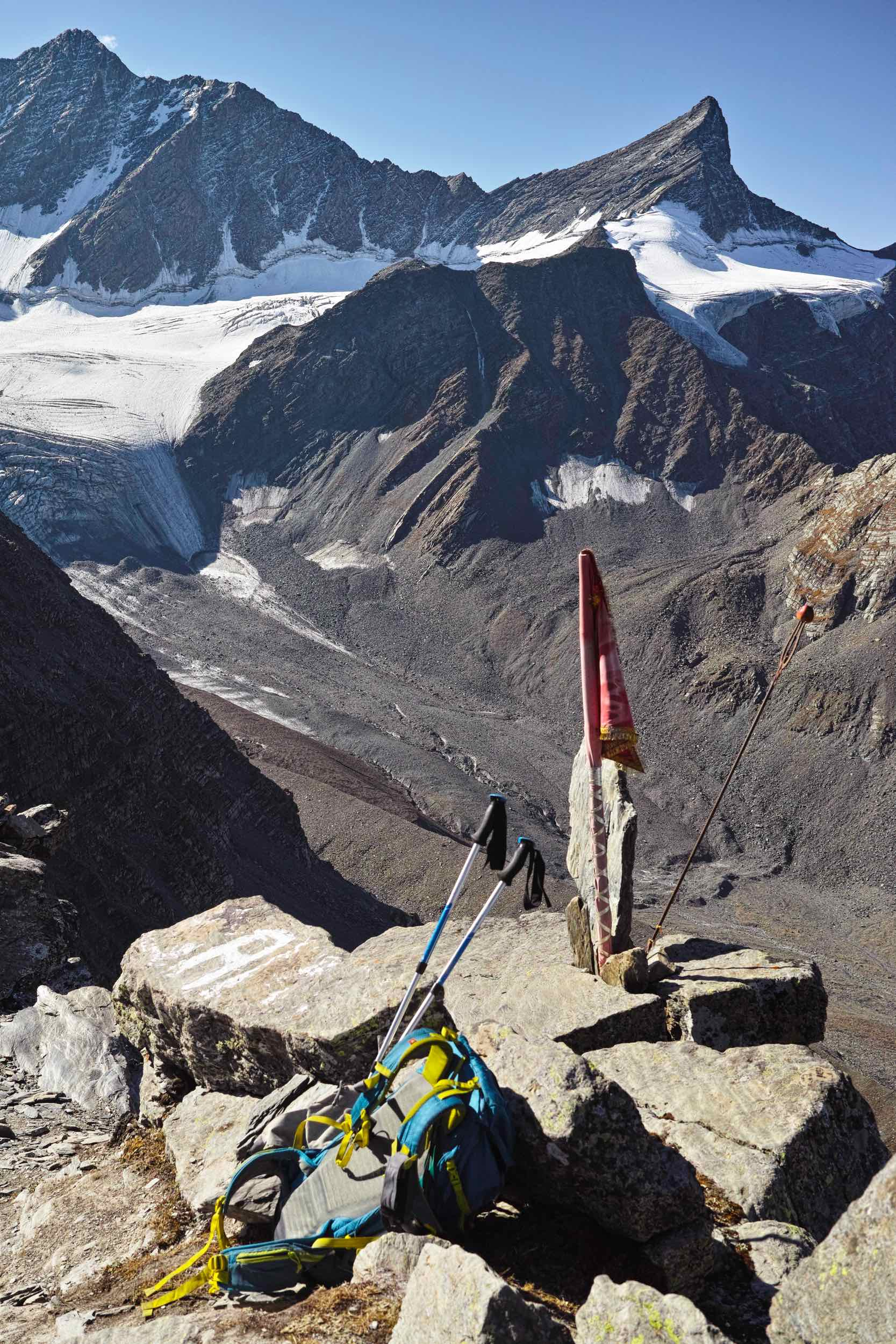 At Kalah pass with Decathlon's Speed 50 backpack and Forclaz 500 trekking poles