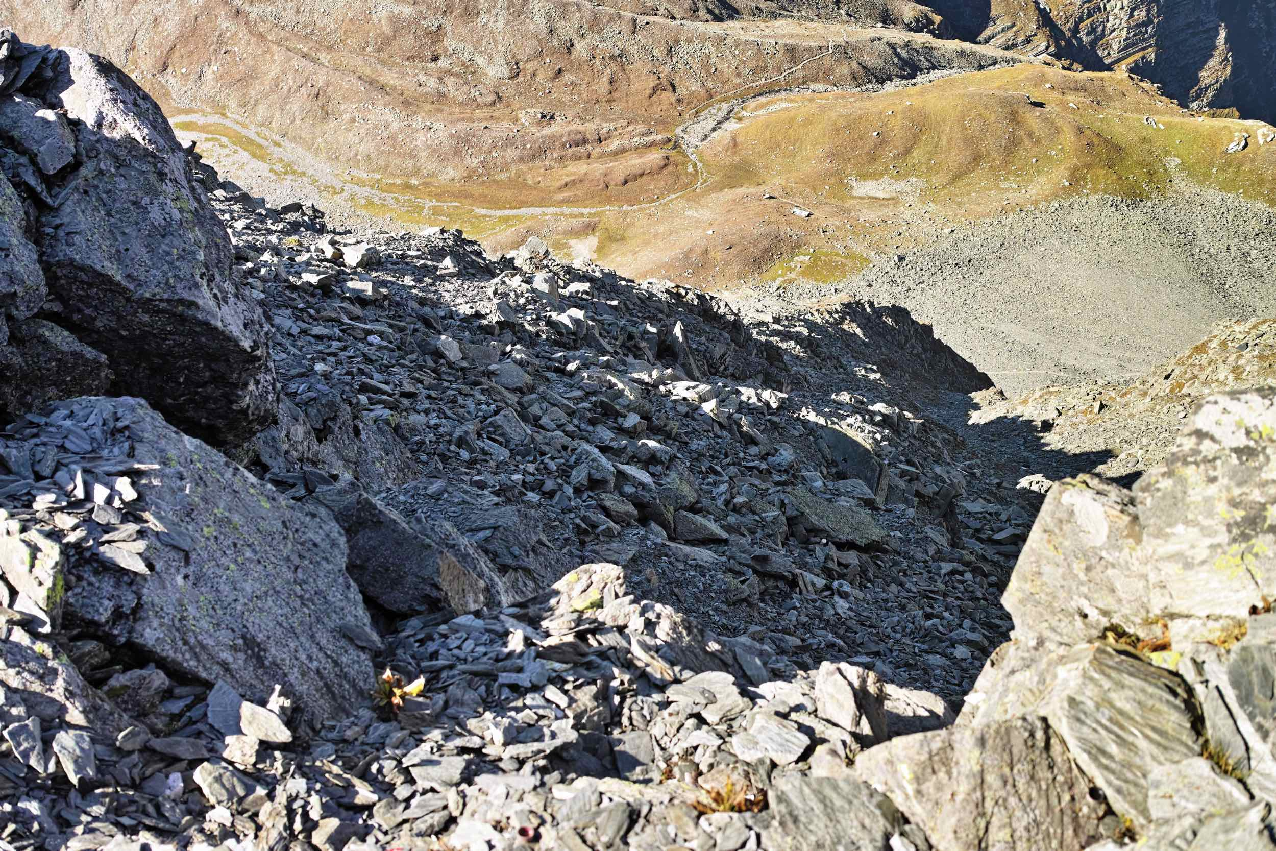 The Descent to Jail Khud is a rocky, slippery and steep affair. That's why we do not recommend doing it in anything but good weather.