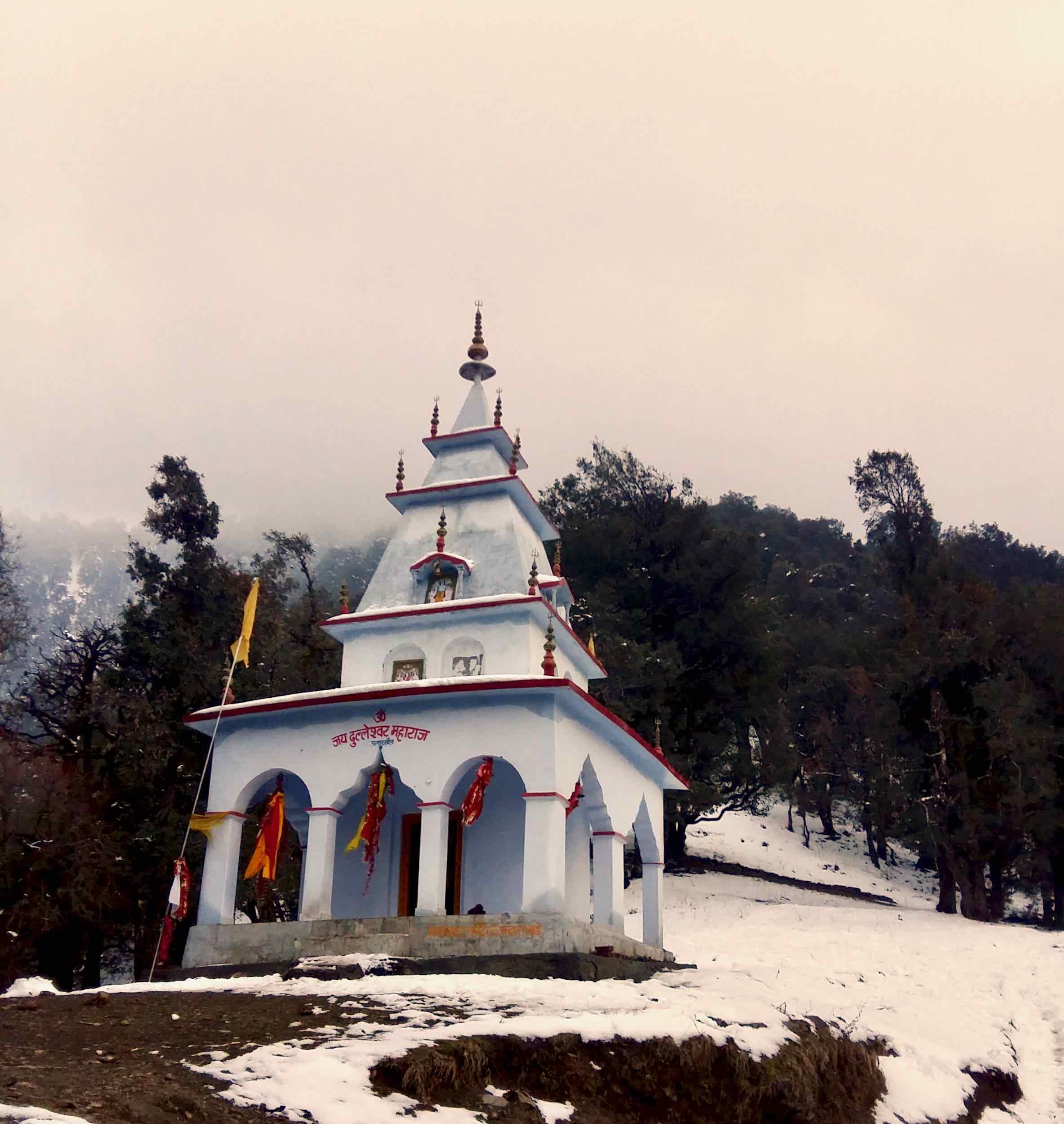 Dulleshwar Maharaj temple at Patharkhol. The local Devata (diety) for this Jaunpur range region.
