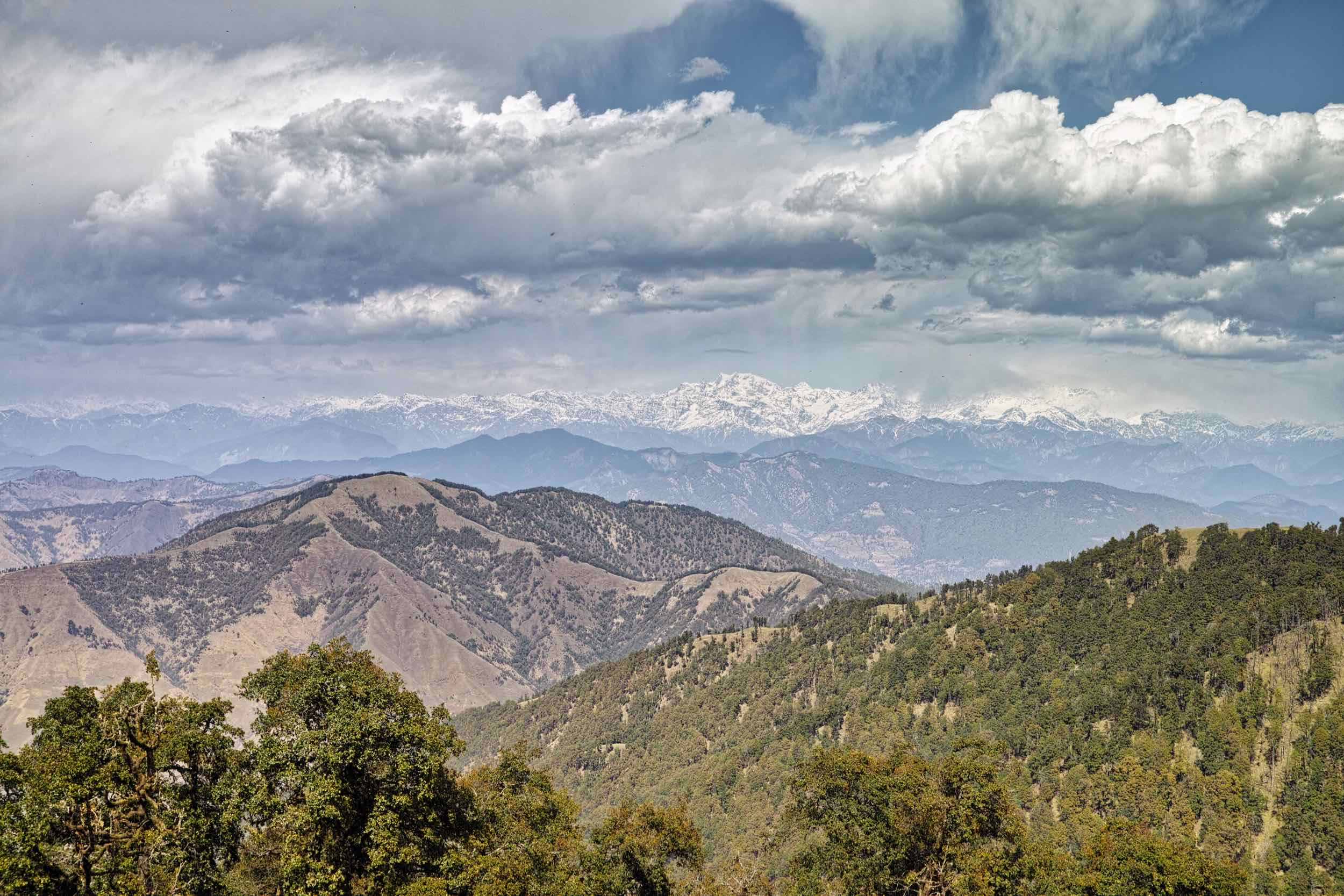 Himalayan views are just fantastic from Nag Tibba. The entire Bandarpunch and Gangotri range lie spread before you. The best time is early morning till afternoon, after which clouds often roll in to obscure the Himalayan peaks.