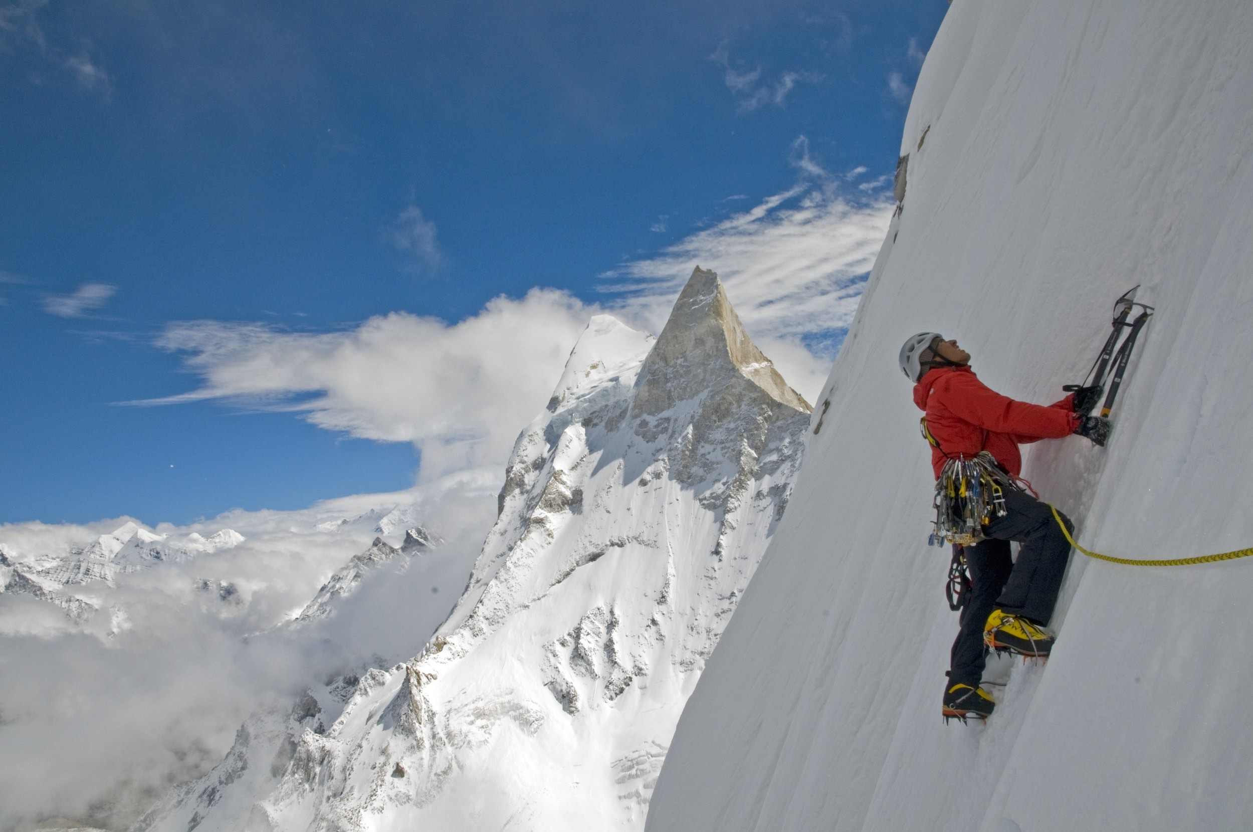Jimmy Chin leading an ice pitch during the 2008 Meru attempt. © Jimmy Chin from http://www.merufilm.com/