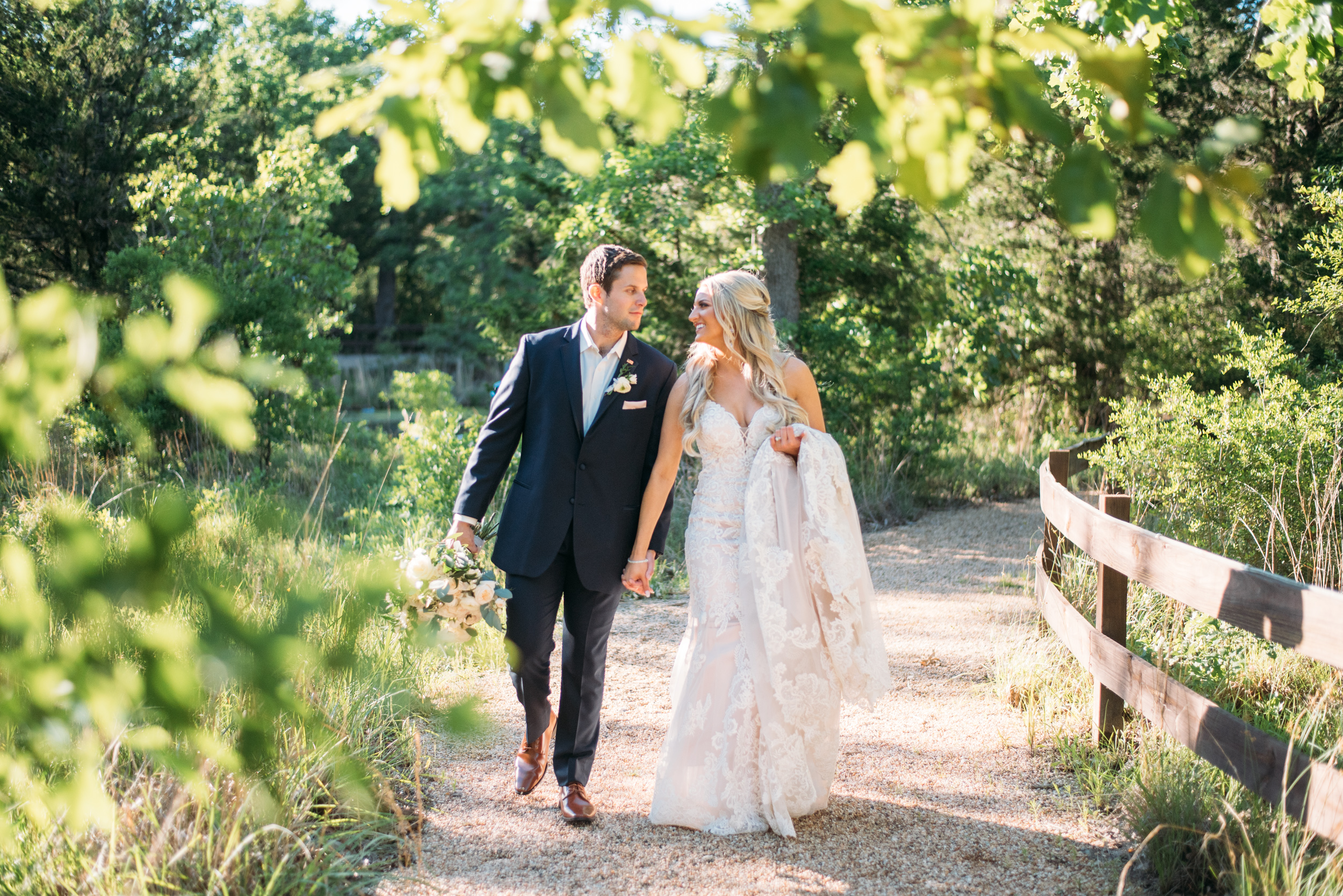 CollegeStation_WeddingPhotographer_PeachCreekRanch_001.jpg