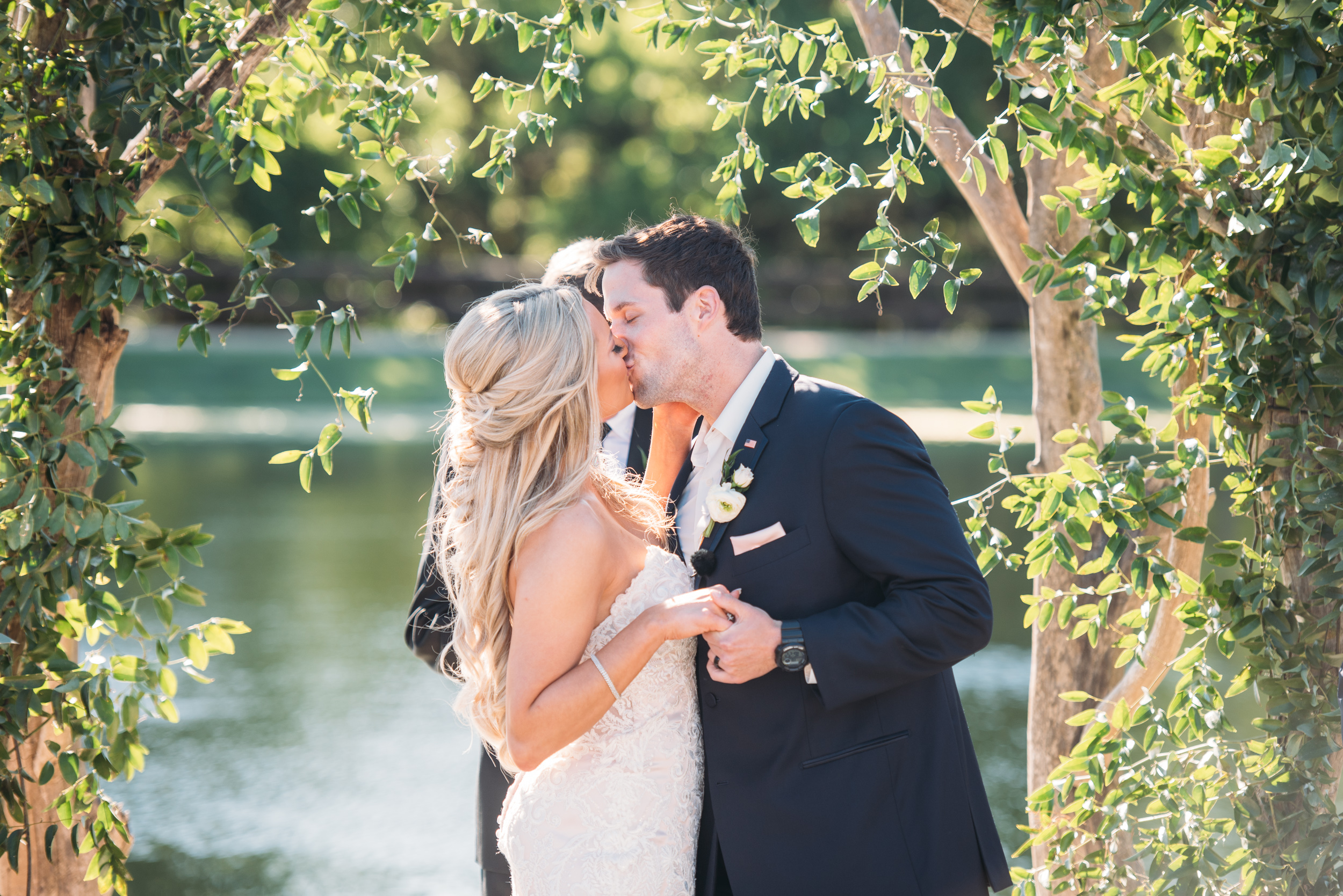 CollegeStation_WeddingPhotographer_PeachCreekRanch_037.jpg