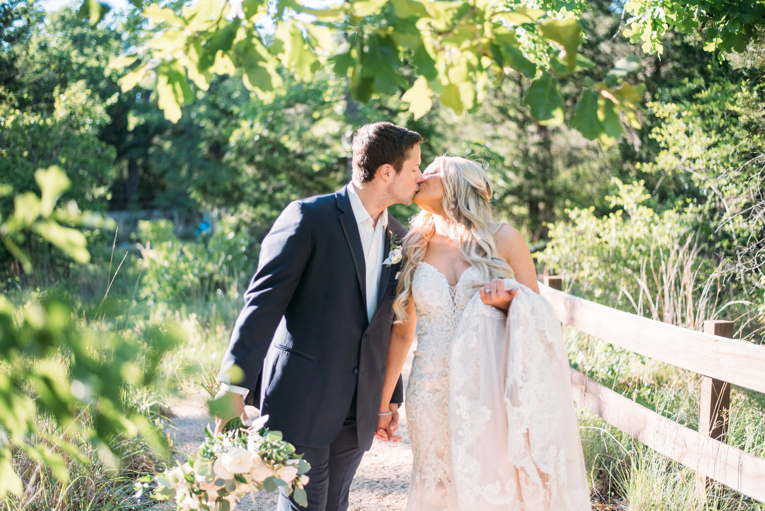 CollegeStation_WeddingPhotographer_PeachCreekRanch_057.jpg
