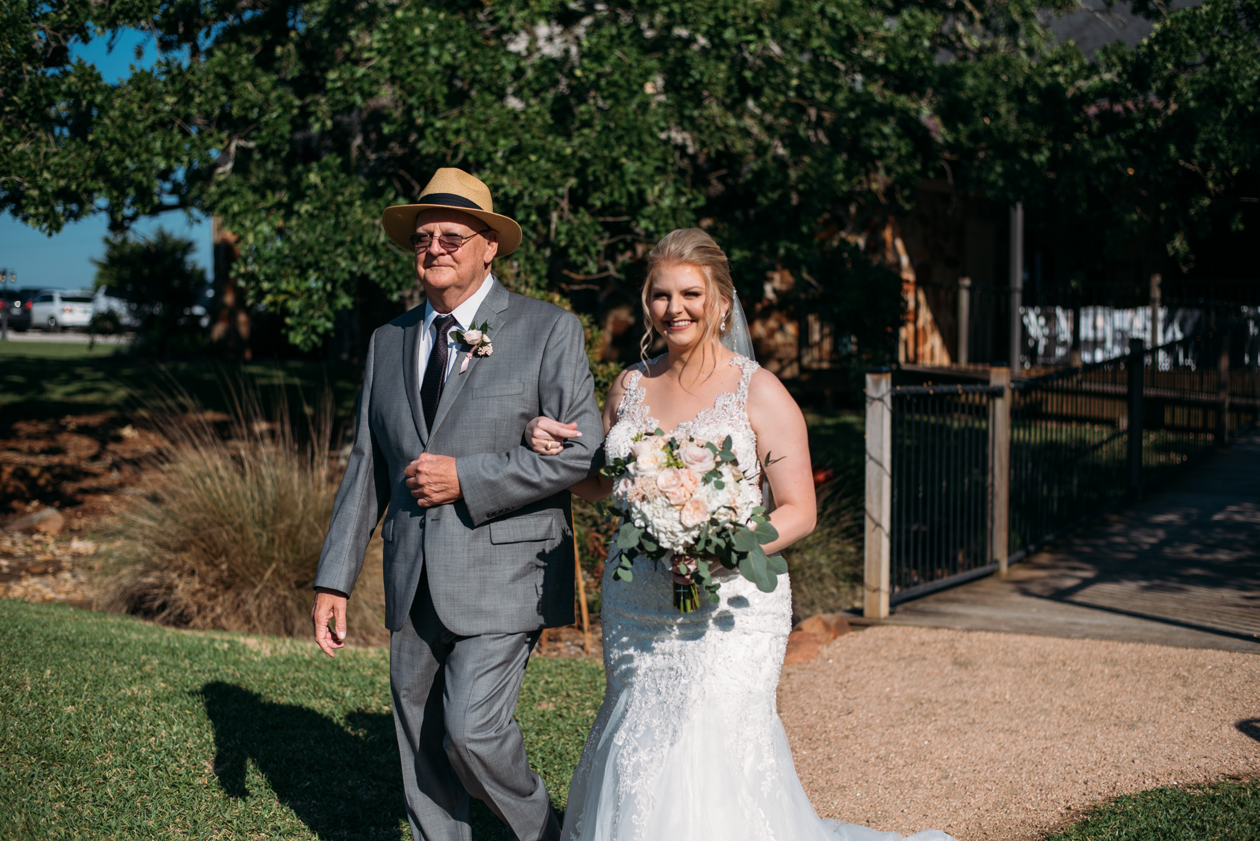 CollegeStation_WeddingPhotographer_DoubleCreekCrossing_0034.jpg