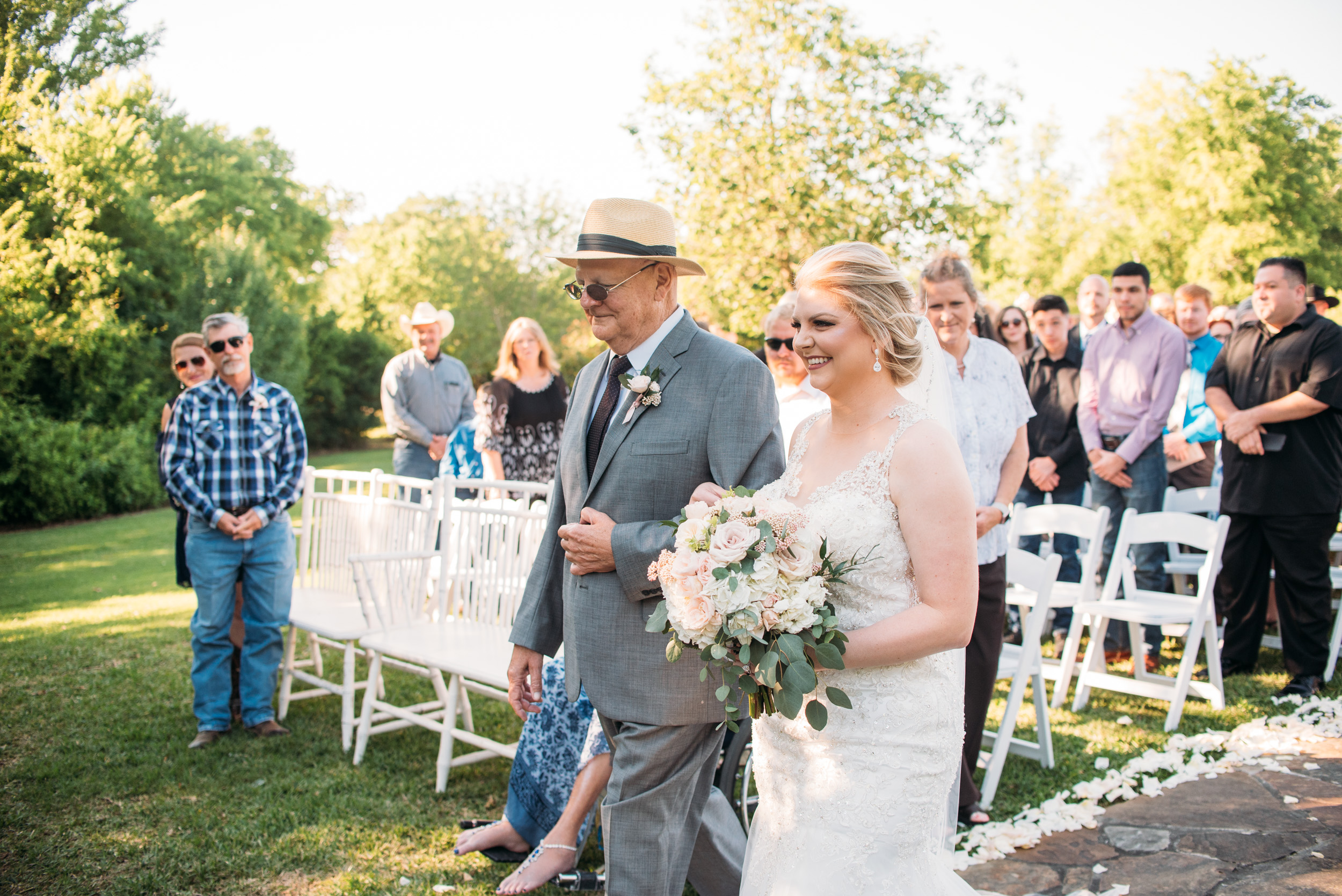 CollegeStation_WeddingPhotographer_DoubleCreekCrossing_0037.jpg