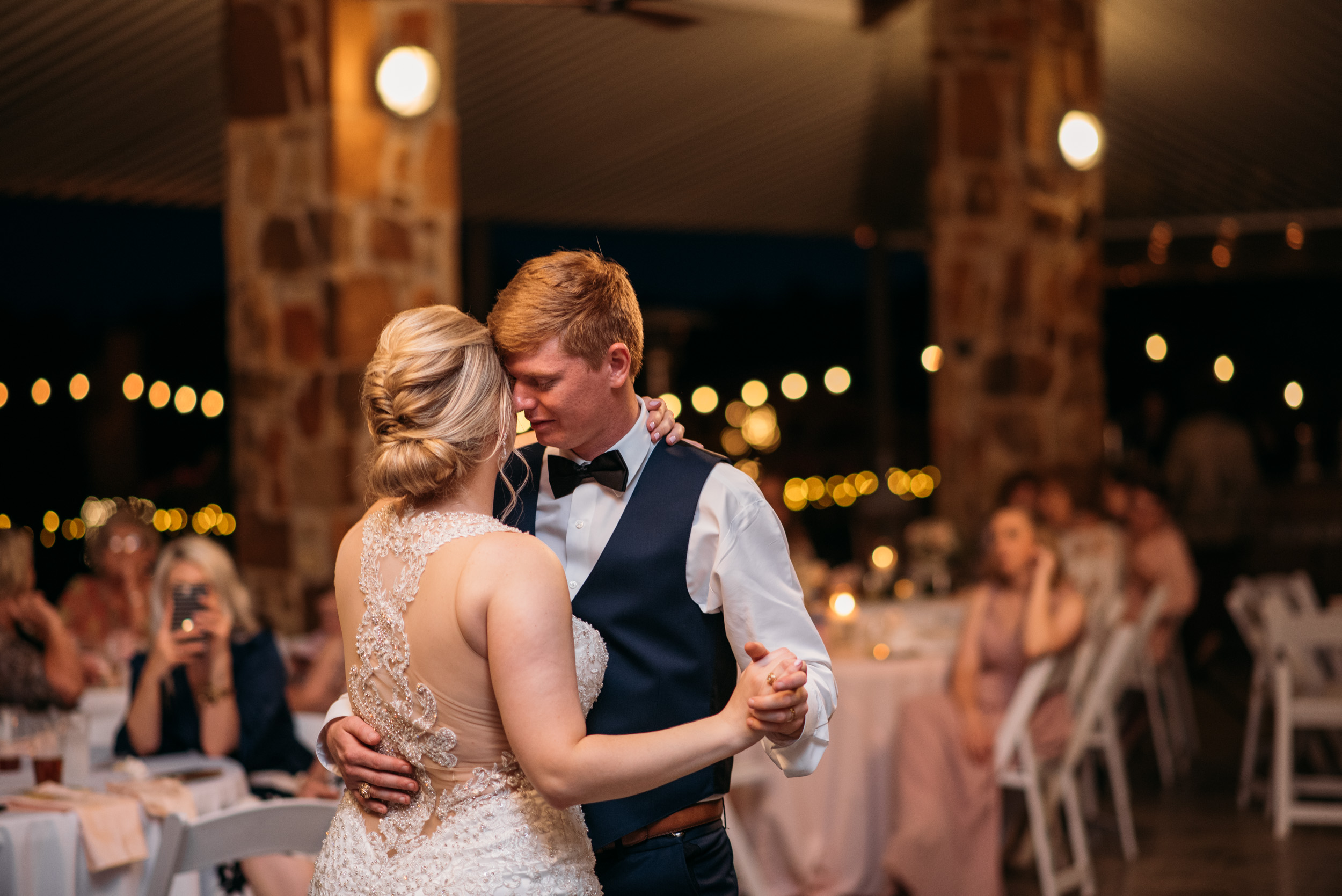 CollegeStation_WeddingPhotographer_DoubleCreekCrossing_0097.jpg