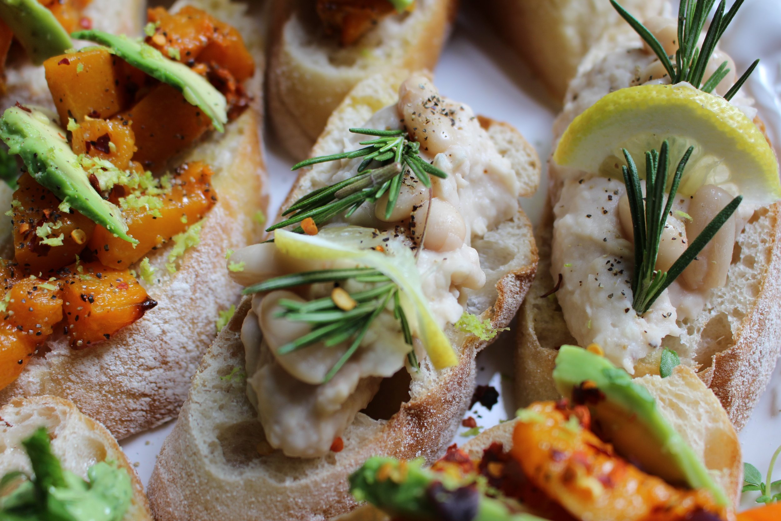 white bean and rosemary crostini