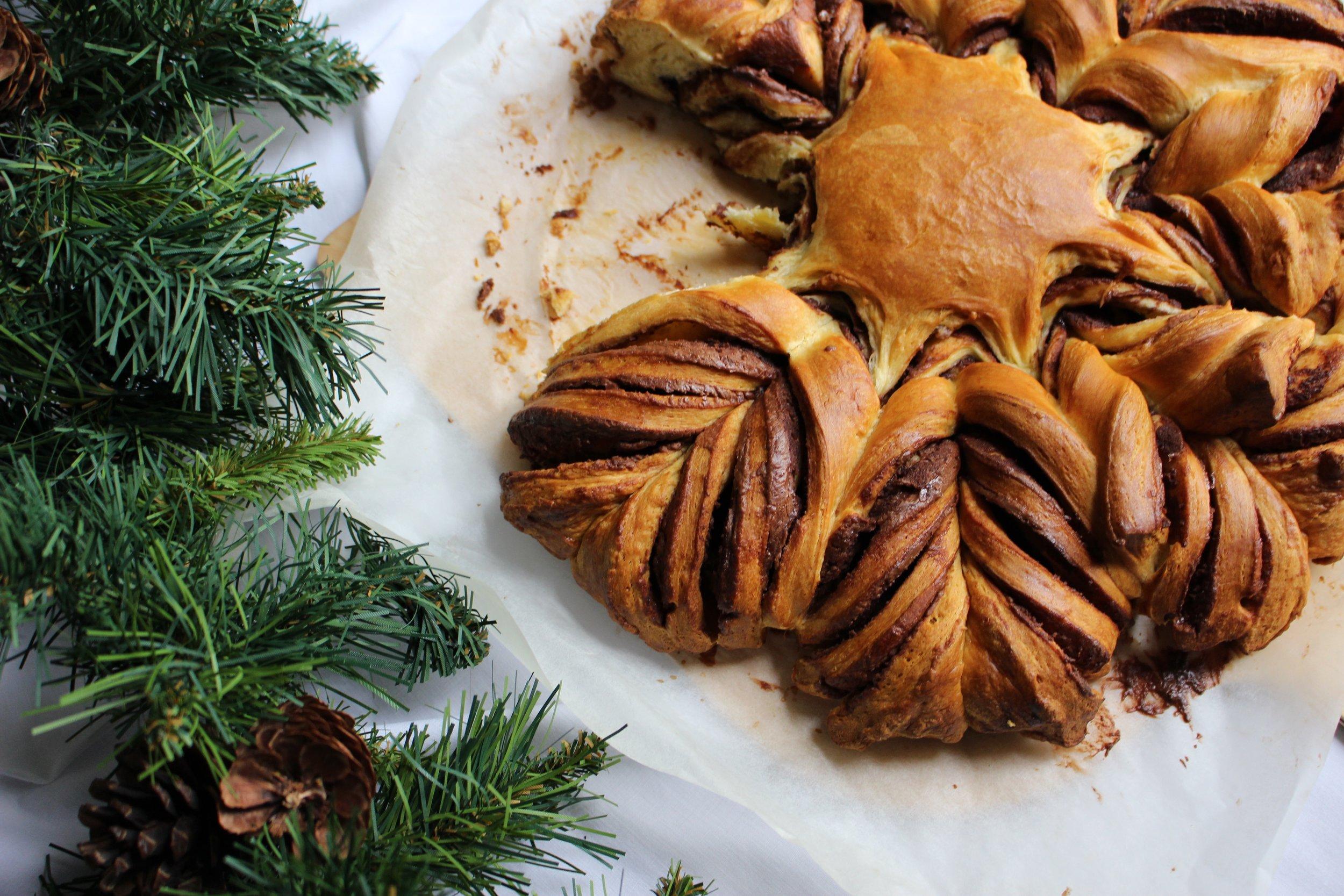 Chocolate share and tear snowflake tart