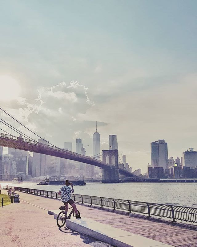 Manhattan snapshot #newyorkcity #brooklynbridge #travel 📸#samsungs8plus